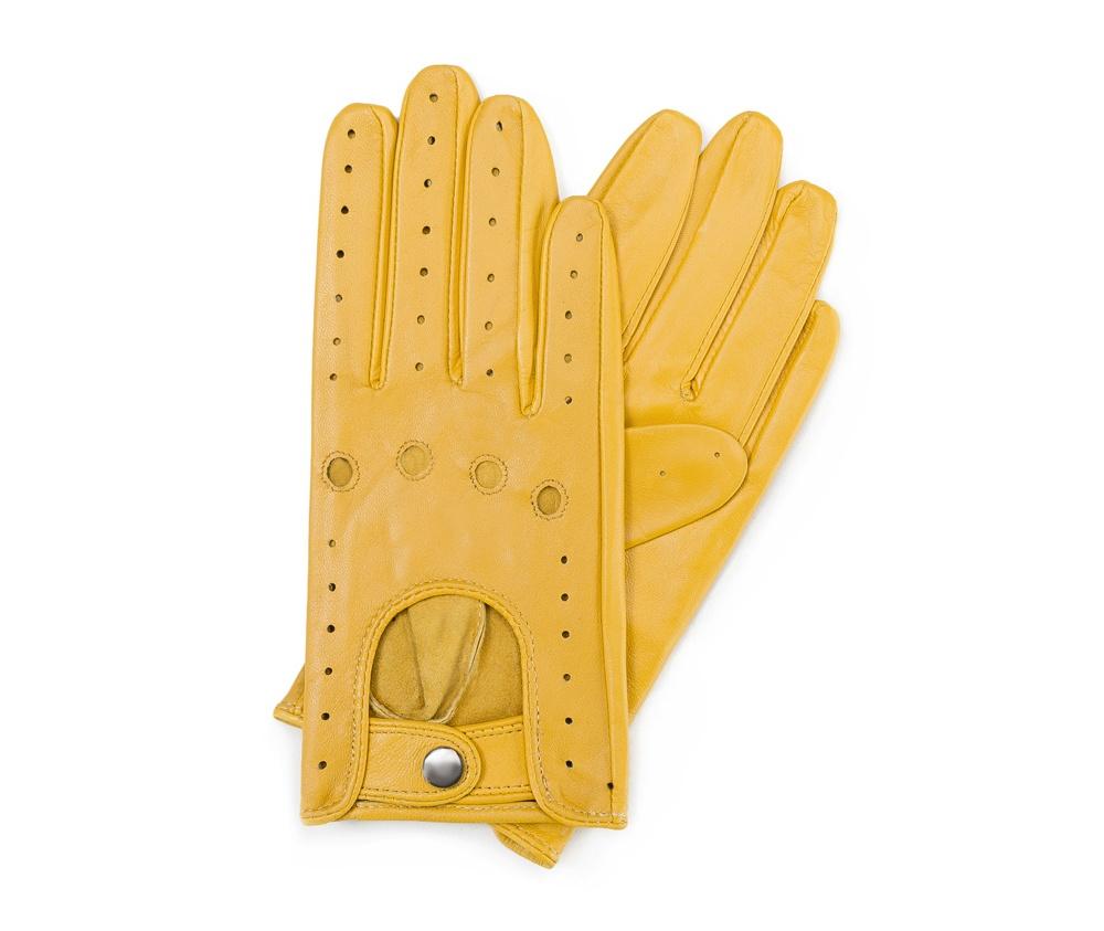 Перчатки женскиеЖенские автомобильные перчатки, изготовлены из натуральной кожи высокого качества. Застежка на кнопке, безусловно, облегчает надевание перчаток, а оригинальные вырезы придаёт им современный характер.     Размер  V  S  M  L  XL      Длина (cм)  18  18,5  19  20  20,5      Ширина (cм)  7,5  8  8,5  9  9,5      Длина среднего палеца (cм)  7  7,5  8  8,5  9<br><br>секс: женщина<br>Цвет: желтый<br>Размер INT: M<br>вид:: автомобильные<br>материал:: Натуральная кожа