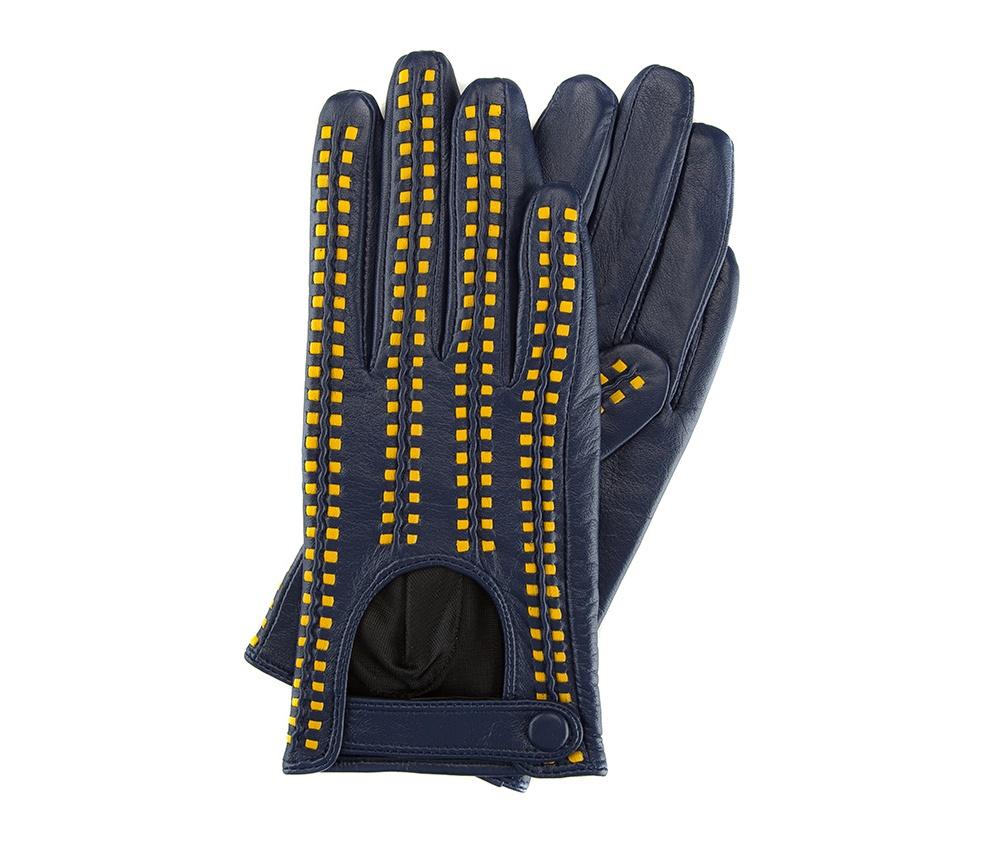 Перчатки женские автомобильныеЖенские автомобильные перчатки, изготовлены из натуральной кожи высокого качества. Застежка на кнопке, безусловно, облегчает надевание перчаток и придает им оригинальный и женственный внешний вид.       Размер V  S  M  L  XL  Длина (см) 19  19,5  20  20,5  21 Ширина (см) 7,5  8  8,5  9  9,5 Длина среднего палеца (см) 7,5 8 8,5 9 9,5<br><br>секс: женщина<br>Цвет: синий<br>Размер INT: S<br>вид:: автомобильные<br>материал:: Натуральная кожа<br>подкладка:: полиэстер