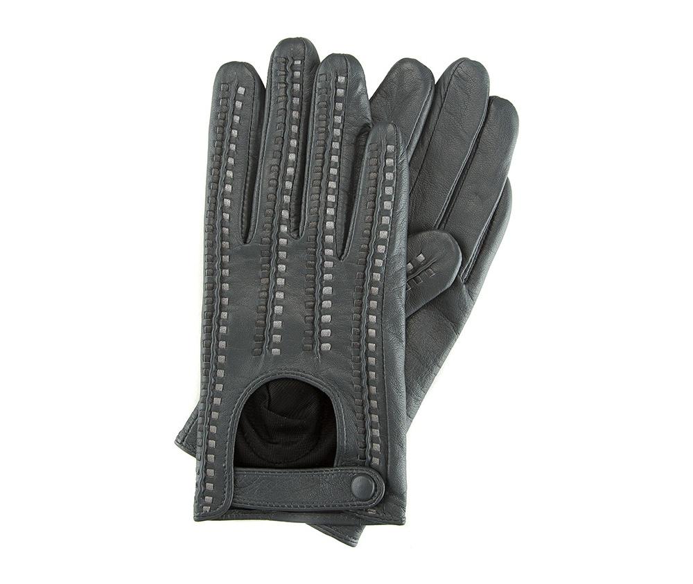 Перчатки женские автомобильныеЖенские автомобильные перчатки, изготовлены из натуральной кожи высокого качества. Застежка на кнопке, безусловно, облегчает надевание перчаток и придает им оригинальный и женственный внешний вид.       Размер V  S  M  L  XL  Длина (см) 19  19,5  20  20,5  21 Ширина (см) 7,5  8  8,5  9  9,5 Длина среднего палеца (см) 7,5 8 8,5 9 9,5<br><br>секс: женщина<br>Цвет: серый<br>Размер INT: S<br>вид:: автомобильные<br>материал:: Натуральная кожа<br>подкладка:: полиэстер