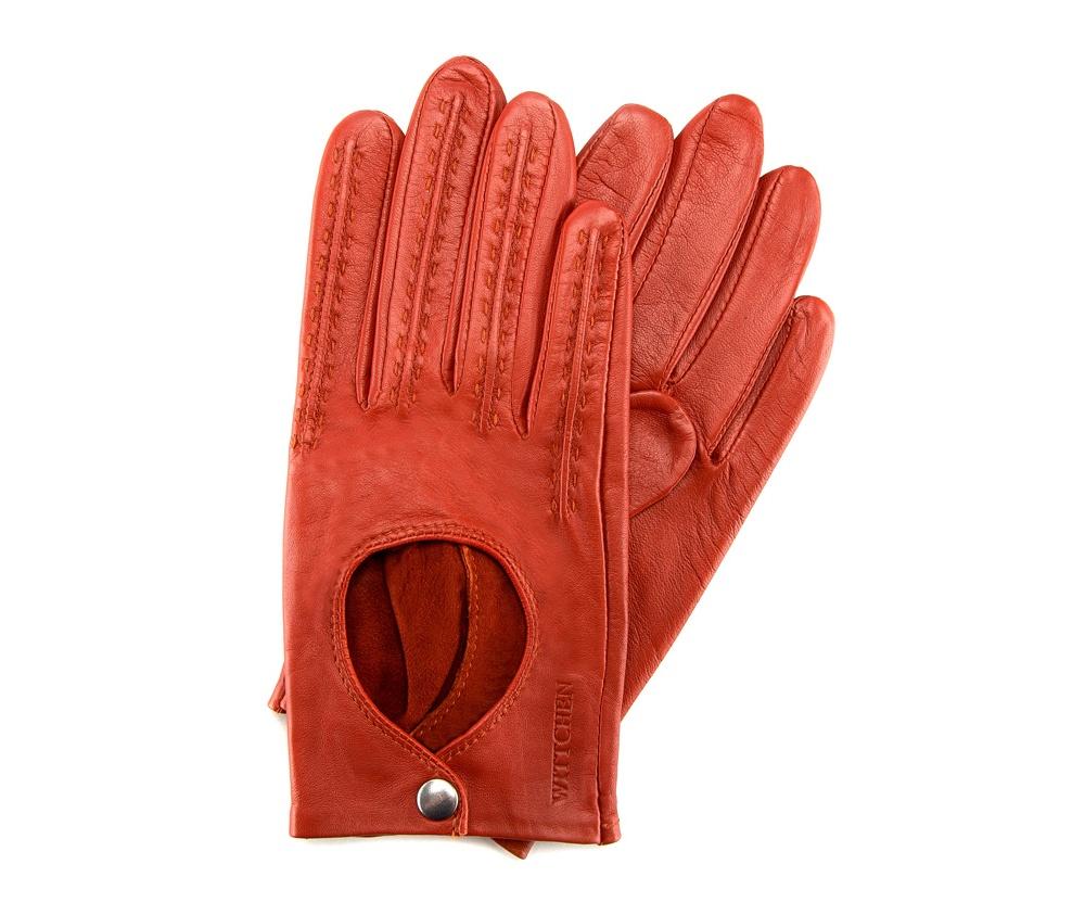 Перчатки женские автомобильныеЖенские автомобильные перчатки, изготовлены из натуральной кожи высокого качества.Они не только практичы,но и чрезвычайно привлекательны. Дополнительным преимуществом является кнопка для легкого надевания перчаток.       Размер  V  S  M  L  XL      Длина (cм)  18  18,5  19  19,5  20      Ширина (cм)  8  8,5  9  9,5  10      Длина среднего палеца (cм)  7,5  8  8,5  9  9,5<br><br>секс: женщина<br>Цвет: оранжевый<br>Размер INT: M<br>вид:: автомобильные<br>материал:: Натуральная кожа