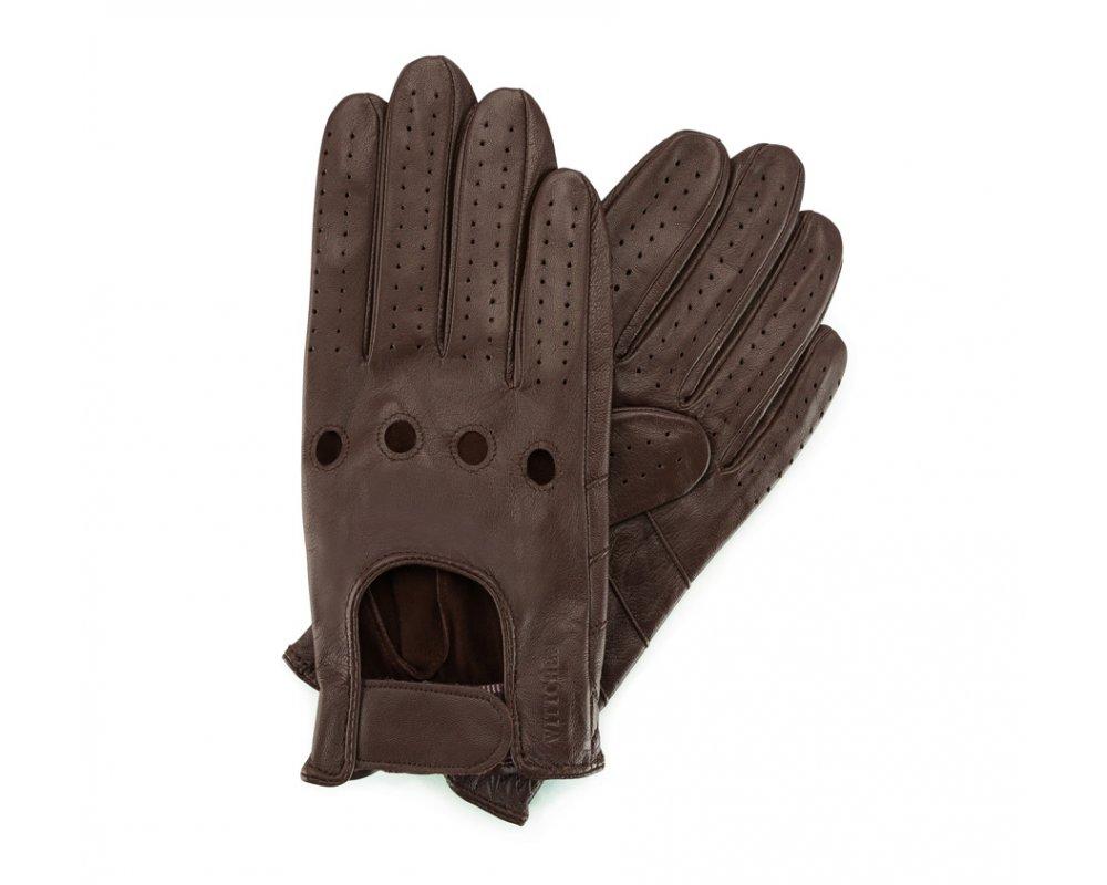 Перчатки мужскиеМужские автомобильные перчатки, изготовлены из натуральной кожи высокого качества. Преимущества модели-это функциональность, застежка на липучке облегчающая надевание и вшитая эластичная резинка, благодаря которой перчатки лучше прилегают.       Размер  V  S  M  L  XL      Длина (cм)  21,5  22  22,5  23  23,5      Ширина (cм)  9,5  10  10,5  11  11,5      Длина среднего палеца (cм)  8  8,5  9  9,5  10<br><br>секс: мужчина<br>Цвет: коричневый<br>Размер INT: V<br>материал:: Натуральная кожа