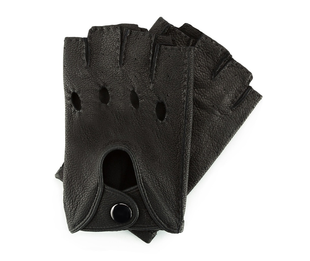 Перчатки мужскиеМужские автомобильные перчатки. изготовлены из натуральной кожи высокого качества. Posiadaj? wyci?te dziurki na kostki и zapi?cie na nap?.          Размер  S  M  L  XL      Длина (cм)  15  15,5  16  16,5      Ширина (cм)  9,5  10  10,5  11      Длина среднего палеца (cм)  3  3,5  4  4<br><br>секс: мужчина<br>Цвет: черный<br>Размер INT: L<br>материал:: Натуральная кожа