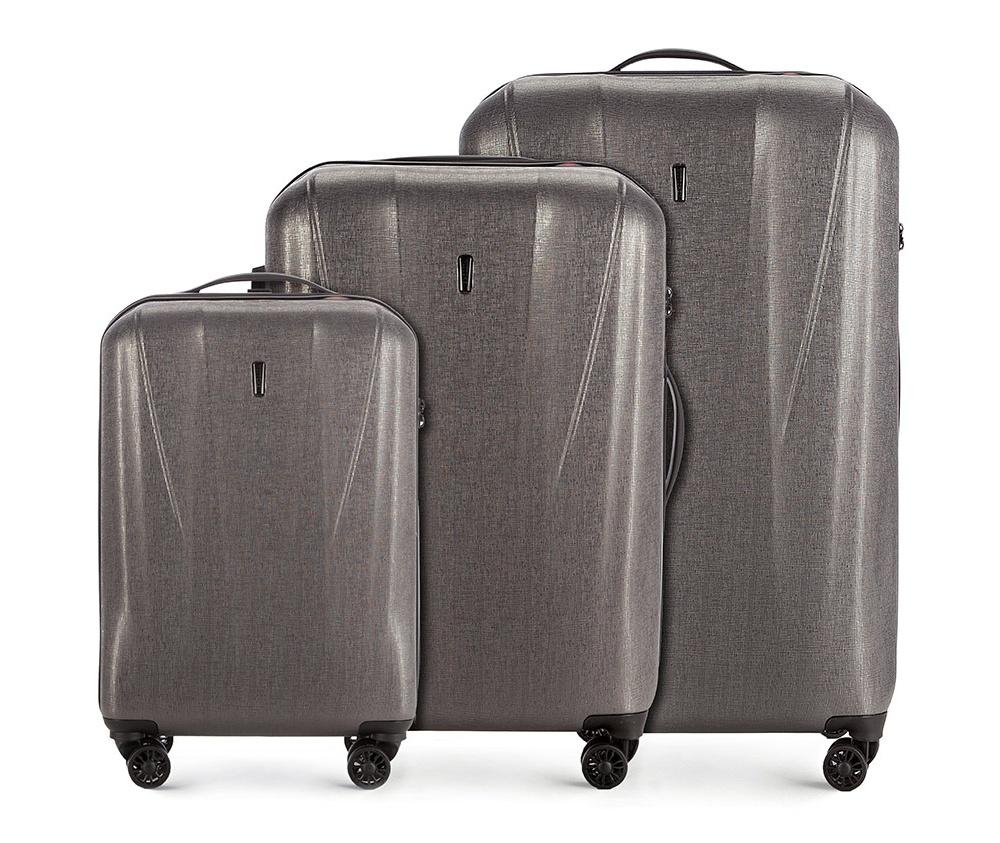 Комплект чемоданов Wittchen 56-3P-96S-70, графитКомплект чемоданов<br><br>секс: унисекс<br>Цвет: серый<br>материал:: Поликарбонат<br>высота (см):: 57 - 68 - 78<br>ширина (см):: 36 - 44 - 52<br>глубина (см):: 20 - 25 - 29<br>размер:: комплект<br>объем (л):: 33 - 60 - 95<br>вес (кг):: 2.5 - 2.9 - 3.7<br>Комплекты: так