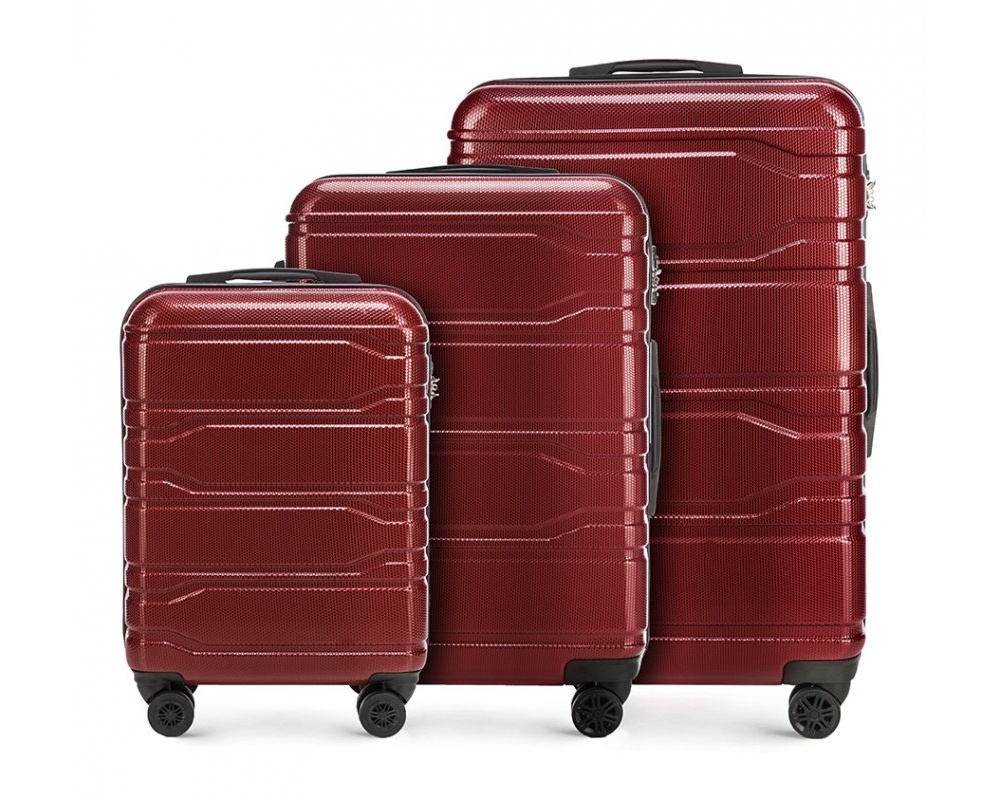 Комплект чемодановКомплект чемоданов из коллекции Trail Style выполнен из очень прочного материала - поликарбоната. Модель оснащена 4 колесиками, телескопической ручкой,эластичной и прорезиненной ручкой для ношения в руке. Дополнительно кодовый замок TSA. , который гарантирует безопасное открытие чемоданов и его повторное закрытие без повреждения замка сотрудниками таможни. Внутри : отделение с эластичными ремнями, предохраняющими одежду от перемещения; отделение на молнии; карман на молнии. В состав комплекта входят: Маленький чемодан на колесиках 56-3P-981; Средний чемодан на колесиках 56-3P-982; Большой чемодан на колесиках 56-3P-983. *Указанные размеры включают в себя также выступающие элементы, такие как ручки или колеса.<br><br>секс: унисекс<br>Цвет: красный<br>материал:: Поликарбонат<br>подкладка:: полиэстр<br>высота (см):: 53 - 67 - 77<br>ширина (см):: 38 - 44 - 51<br>глубина (см):: 20 - 24 - 28<br>размер:: комплект<br>объем (л):: 33 - 58 - 94<br>вес (кг):: 2.5 - 3.3 - 4.1<br>Комплекты: так