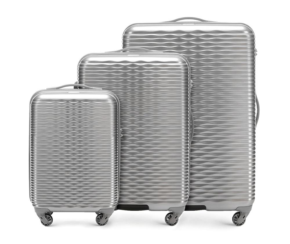 Комплект чемоданов Wittchen 56-3H-52S-00, серебряныйКомплект чемоданов из коллекции Wavy Line. Изготовлены из высокопрочного пластика ABS. Четыре прочных колеса позволяют легко перемещать чемоданы. Имеют телескопическую ручку с фиксатором, эластичная прорезиненная ручка и кодовый замок. Особенности моделей: отделение с эластичными ремнями, предохраняющими одежду от перемещения;; отделение на молнии; карман на молнии. В состав комплекта входят: Маленький чемодан на колесах 56-3H-521; средний чемодан на колесах 56-3H-522; большой чемодан на колесиках 56-3H-523.<br><br>секс: унисекс<br>Цвет: серый<br>материал:: ABS пластик<br>подкладка:: полиэстр<br>высота (см):: 55 - 66 - 76<br>ширина (см):: 34 - 42 - 49<br>глубина (см):: 20 - 25 - 29<br>размер:: комплект<br>объем (л):: 30 - 56 - 88<br>вес (кг):: 2.4 - 3.2 - 4.2<br>Комплекты: так