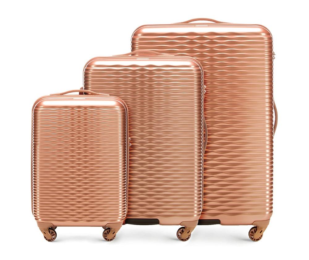Комплект чемодановКомплект чемоданов из коллекции Wavy Line. Изготовлены из высокопрочного пластика ABS. Четыре прочных колеса позволяют легко перемещать чемоданы. Имеют телескопическую ручку с фиксатором, эластичная прорезиненная ручка и кодовый замок. Особенности моделей: отделение с эластичными ремнями, предохраняющими одежду от перемещения;; отделение на молнии; карман на молнии. В состав комплекта входят: Маленький чемодан на колесах 56-3H-521; средний чемодан на колесах 56-3H-522; большой чемодан на колесиках 56-3H-523.<br><br>секс: женщина<br>Цвет: желтый<br>материал:: ABS пластик<br>подкладка:: полиэстр<br>высота (см):: 55 - 66 - 76<br>ширина (см):: 34 - 42 - 49<br>глубина (см):: 20 - 25 - 29<br>размер:: комплект<br>объем (л):: 30 - 56 - 88<br>вес (кг):: 2.4 - 3.2 - 4.2<br>Комплекты: так