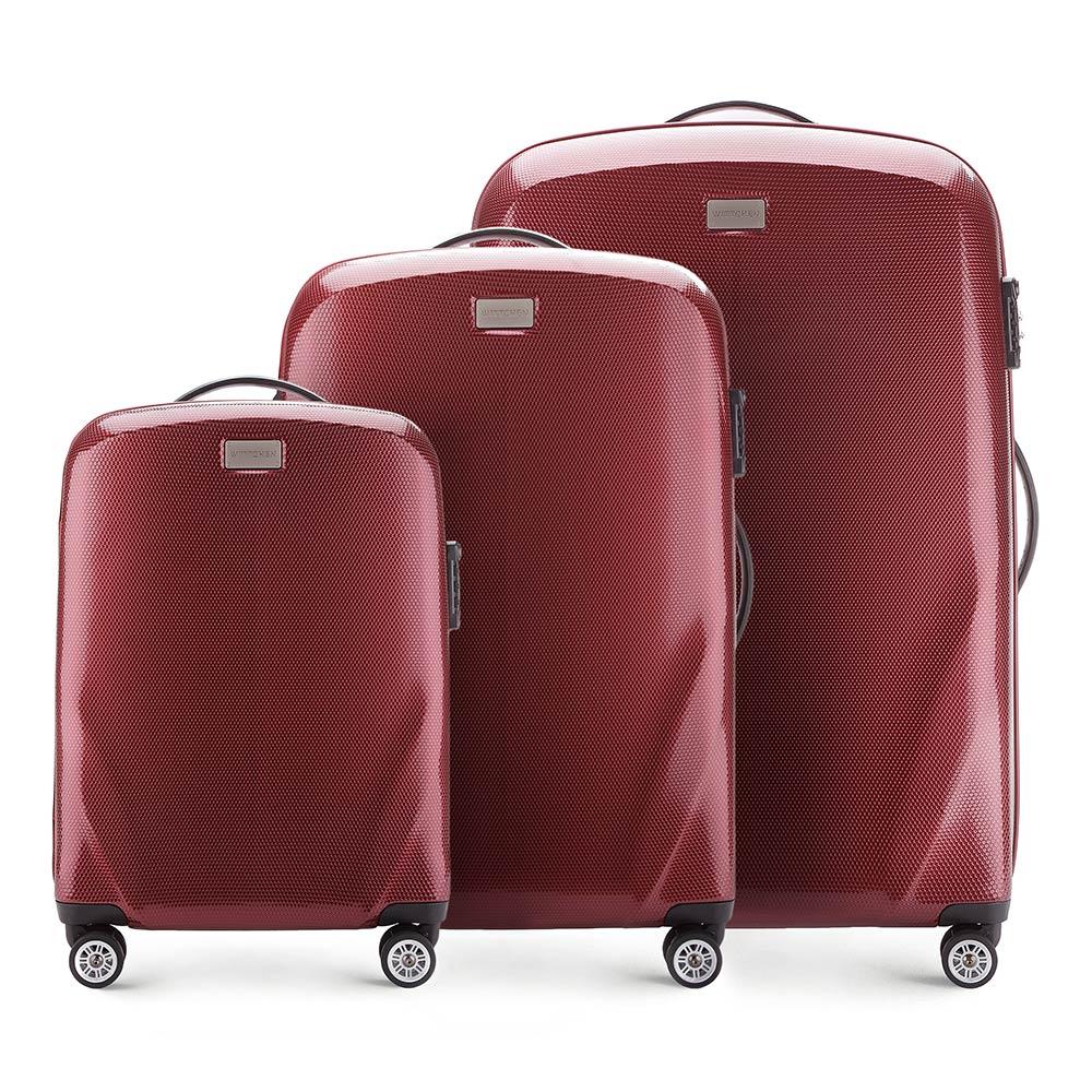 Комплект чемоданов Wittchen 56-3P-57S-35, бордовыйКомплект чемоданов из коллекции PC Ultra Light., изготовлен из прочного материала - поликарбонат.  Дополнительно покрыт специальным покрытием, повышающим устойчивость к царапинам.  Имеет 4 колесика сделанные из пластика ABS с термопластичным покрытием, трехступенчатая выдвижная ручка, прорезиненная ручка для ношения в руке.  Дополнительно кодовый замок TSA, который гарантирует безопасное открытие чемоданов и его повторное закрытие без повреждения замка сотрудниками таможни.  Особенности модели:  отделение с эластичными ремнями, предохраняющими одежду от перемещения; отделение на молнии;  2 кармана из сетки на молнии.    В состав комплекта входят:    Маленький чемодан  на колесах 56-3P-571  средний чемодан на колесах 56-3P-572  большой чемодан на колесиках 56-3P-573<br><br>секс: унисекс<br>Цвет: красный<br>материал:: Поликарбонат<br>подкладка:: полиэстер<br>высота (см):: 56 - 68 - 79<br>ширина (см):: 37 - 46 - 53<br>глубина (см):: 20 - 23 - 27<br>размер:: комплект<br>вес (кг):: 2,3 - 3,2 - 3,7<br>объем (л):: 32 - 63 - 95<br>Комплекты: так