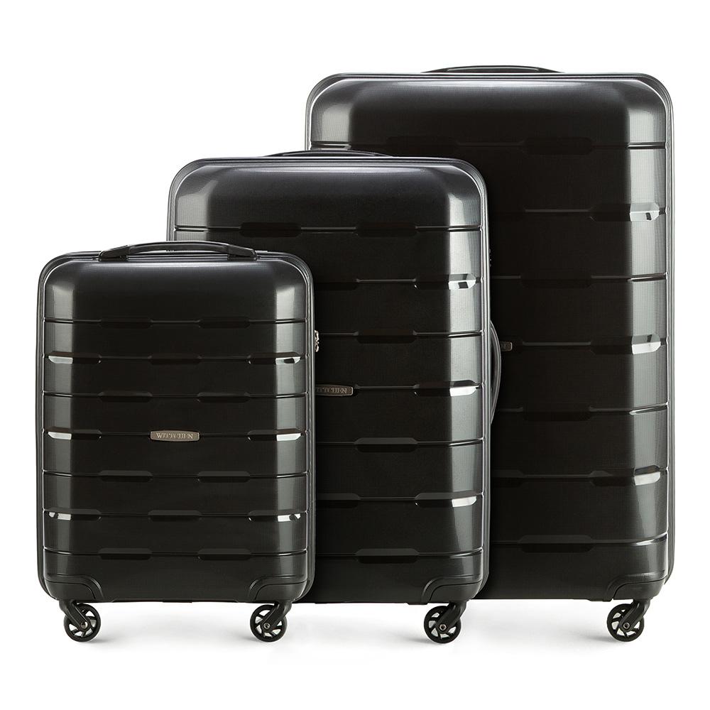 Комплект чемодановЧемодан больших размеров из коллекции Speedster из полипропилена. Имеет четыре колесика, облегчающие управление, телескопическую алюминиевую и 2 дополнительные прорезиненные ручки. Привлекательный дизайн и функциональность чемодана понравится каждому любителю путешествий. Дополнительно замоком TSA, который очень удобен в случае проверки багажа таможенной службой. Особенности модели: основное отделение с эластичными ремнями, предохраняющими одежду от перемещения; отделение на молнии; карман - сетка на молнии. В состав комплекта входят: Маленький чемодан на колесах 56-3T-721; Средний чемодан на колесах 56-3T-722; Большой чемодан на колесах 56-3T-723.<br><br>секс: унисекс<br>Цвет: черный<br>материал:: Полипропилен<br>высота (см):: 55 - 68 - 78<br>ширина (см):: 38 - 46 - 55<br>глубина (см):: 20 -26 -31<br>размер:: комплект<br>вес (кг):: 2,6 - 3,6 - 4,1<br>объем (л):: 29 - 61 - 101<br>Комплекты: так