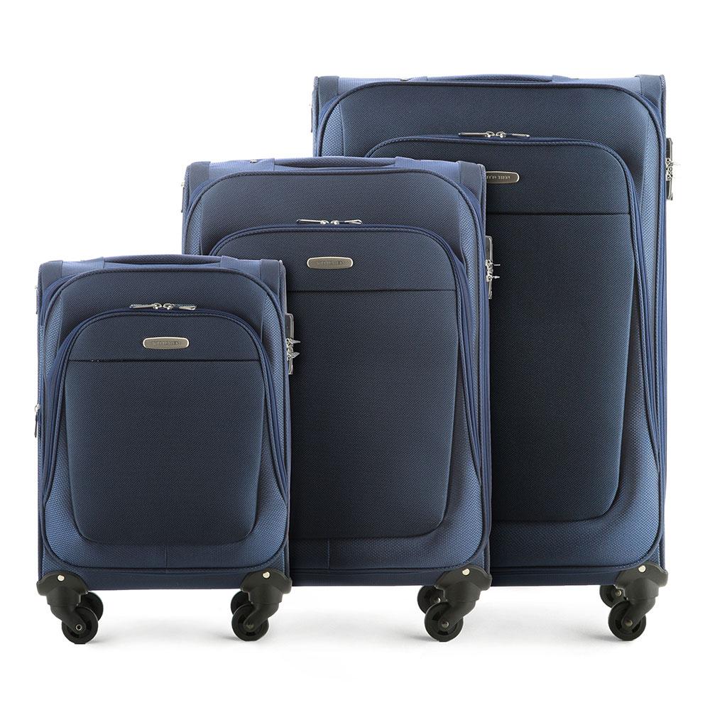 Комплект чемодановКомплект легких и вместительных чемоданов  из коллекции Travel Light. Каждый чемодан оснащен  четырьмя прочными колесиками, которые позволяют легко перемещать чемодан,телескопической ручкой, функциональными карманами на лицевой стороне и дополнительной, боковой ручкой для удобного подъема багажа. Дополнительно замоком TSA, который гарантирует безопасное открытие чемоданов и его повторное закрытие без повреждения замка сотрудниками таможни. Особенности модели:  основное отделение с регулируемыми ремнями;  карман из сетки на молнии;  карман для документов на молнии.    Снаружи:    с лицевой стороны 2 кармана на молнии;  молния, позволяющая увеличить размер чемодана на 6см;  боковой карман на молнии.     В состав комплекта входят:    Маленький чемодан  на колесах 56-3S-481-90  средний чемодан на колесах 56-3S-482-90  большой чемодан на колесиках 56-3S-483-90<br><br>секс: унисекс<br>Цвет: синий<br>материал:: Полиэстер<br>подкладка:: полиэстер<br>высота (см):: 55- 65 - 75<br>ширина (см):: 35 - 40 - 46<br>глубина (см):: 23- 28 - 35<br>размер:: комплект<br>вес (кг):: 2,8 - 3,3 - 3,9<br>объем (л):: 35 - 60 - 95<br>Комплекты: так