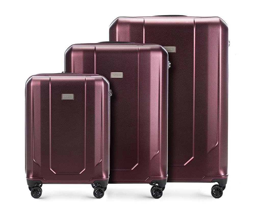 Комплект чемодановКомплект чемоданов из коллекции Frosted Line, изготовлен из очень прочного материала - поликарбонат. Чемоданы имеют 4 двойных колесика с подшипниками, алюминиевую телескопическую ручку и кодовый замок TSA, который очень удобен в случае досмотра багажа таможенной службой.Внутри:отделение с фиксирующими ремнями для одежды;отделение на молнии;3 кармана, 2 из которых  из сетки.В состав комплекта входят:Маленький чемодан на колесах 56-3P-941; Средний чемодан на колесах 56-3P-942; Большой чемодан на колесах 56-3P-943.<br><br>секс: унисекс<br>Цвет: красный<br>материал:: Поликарбонат<br>подкладка:: полиэстер<br>высота (см):: 55 - 67 - 77<br>ширина (см):: 37 - 46 - 53<br>глубина (см):: 20 - 26 - 29<br>размер:: комплект<br>объем (л):: 33 - 61 - 91<br>вес (кг):: 2,1 - 3,1 - 3,8<br>Комплекты: так