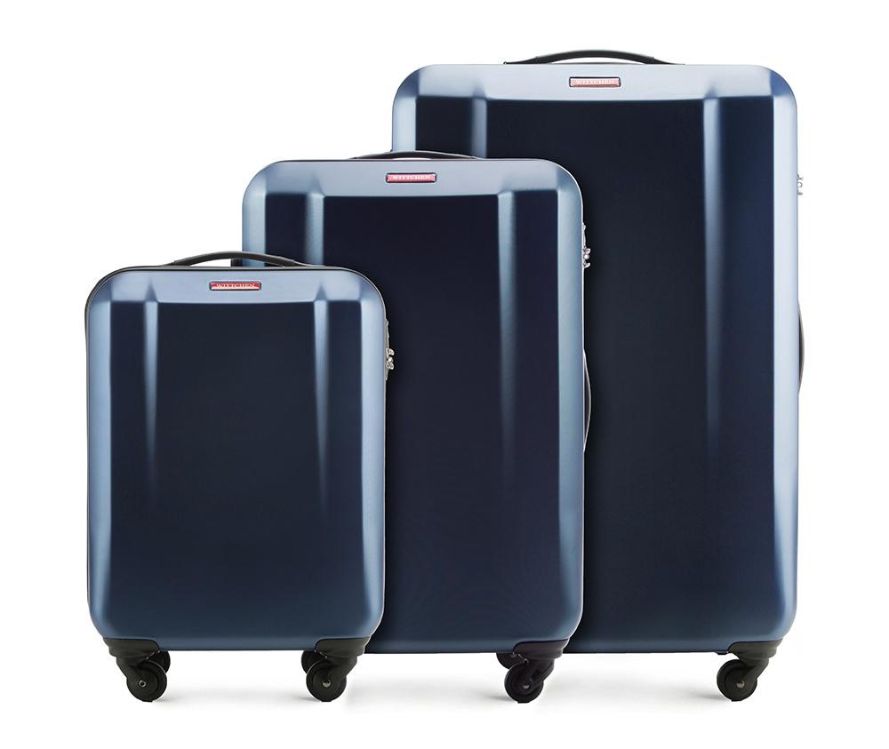 Комплект чемодановКомплек чемоданов из коллекции DIP-Line выполнен из  сочетания материалов PC  и ABS. Оснащен четырьмя колесами, телескопической ручкой и резиновой ручкой , что влияет на комфорт передвижения багажа.Чемодан соответствует требованиям ручной клади. Внутри:   основное отделениена молнии с регулируемыми  ремнями, предохраняющими одежду от перемещения; карман - сетка на молнии; 2 кармана на молнии.  В состав комплекта входит: Маленький чемодан 56-3H-531  Средний чемодан 56-3H-532 Большой чемодан 56-3H-533.  Указанные размеры включают в себя также выступающие элементы, такие как ручки или колеса.<br><br>секс: унисекс<br>Цвет: синий<br>материал:: ABS пластик<br>подкладка:: полиэстр<br>высота (см):: 55 - 69 - 79<br>ширина (см):: 37 - 47 - 53<br>глубина (см):: 20 - 25 - 29<br>размер:: комплект<br>объем (л):: 32 - 63 - 96<br>вес (кг):: 2.6 - 3.2 - 3.7<br>Комплекты: так