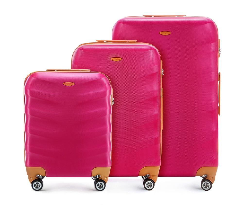 Комплект чемодановКомплект чемоданов  из коллекции J-Line, сделана из прочного поликарбоната. Чемоданы имеют четыре колесика, выдвижную ручку и резиновую ручку сбоку. Главное отделение на молнии, разделено на две части: одно отделение с фиксирующими ремнями для одежды, второе отделение закрывается на молнию, внутренний карман на молнии. Все модели с кодовым замком.<br><br>секс: унисекс<br>Цвет: розовый<br>материал:: Поликарбонат<br>высота (см):: 53 - 67 - 77<br>ширина (см):: 40 - 45 - 50<br>глубина (см):: 20 - 25 - 29<br>размер:: комплект<br>объем (л):: 31 - 57 - 86<br>вес (кг):: 2,7 - 3,6 - 4,2<br>Комплекты: так