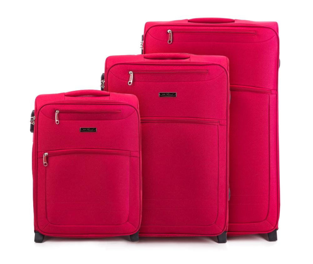 Комплект чемодановКомплект чемоданов из коллекции VIP Collection изготовлен из полиэстера. Имеет четыре колеса, подножку для поддержания стабильности чемодана, телескопическую ручку, обеспечивающую удобство пережвежения багажа и кодовый замок. Внутри: основное отделение на молнии с регулируемыми ремнями, предохраняющими одеждуот перемещения; карман на молнии. Снаружи с лицевой стороны два кармана на молнии. В состав комплекта входят: Маленький чемодан на колесах V25-3S-251; Средний чемодан на колесах V25-3S-252; Большой чемодан на колесиках V25-3S-253.<br><br>секс: унисекс<br>материал:: Полиэстер<br>подкладка:: полиэстер<br>высота (см):: 53 - 63 - 73<br>ширина (см):: 38 - 42 - 47<br>глубина (см):: 20 - 26 - 28<br>размер:: комплект<br>объем (л):: 36 - 62 - 86<br>вес (кг):: 2,9 - 3,5 - 4,1<br>Комплекты: так