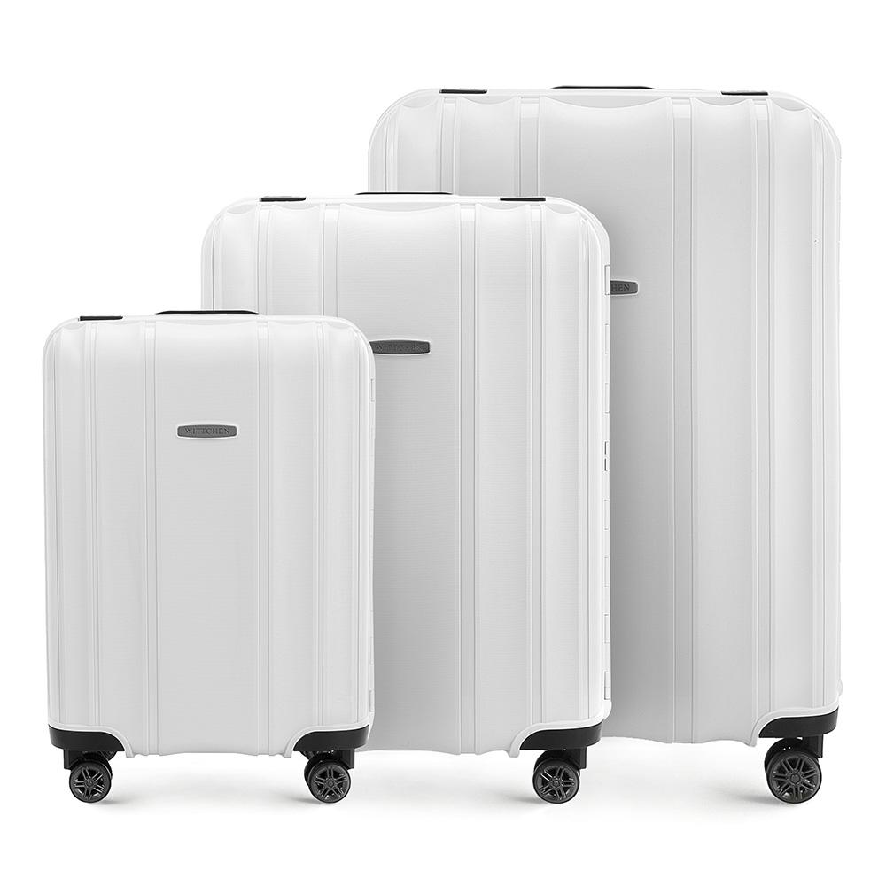 Комплект чемодановКомплект чемоданов из коллекции Premium PP. Модель изготовлена из эластичного и ударопрочного полипропилена. Имеет четыре двойных колеса, двухступенчатую выдвижную ручку и дополнительную ручку, облегчающие перемещение багажа. Закрывается на три пряжки главная из которых, на боковой панели чемодана, оснащена замком TSA (он очень удобен в случае досмотра багажа таможенной службой). Маленький чемодан соответствует требованиям ручной клади.Внутри: основное отделение с эластичными ремнями, предохраняющими одежду от перемещения; дополнительно основное отделение оснащено перегородкой с тремя карманами, один из которых из сетки на молнии с ремнями, предохраняющими багаж от перемещения.В состав комплекта входят: Маленький чемодан на колесах 56-3Т-731; Средний чемодан на колесах 56-3Т-732; Большой чемодан на колесах 56-3Т-733.<br><br>секс: унисекс<br>Цвет: белый<br>материал:: Полипропилен<br>высота (см):: 56 - 65 - 75<br>ширина (см):: 39 - 46 - 53<br>глубина (см):: 20 - 26 - 31<br>размер:: комплект<br>объем (л):: 36 - 66 - 105<br>вес (кг):: 3,2 - 4,4 - 5,2<br>Комплекты: так