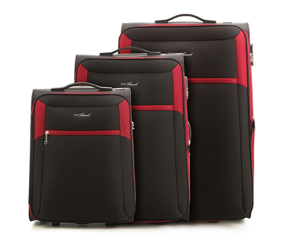 Комплект чемоданов Wittchen V25-3S-23S-13, черно-красныйКомплект чемоданов из коллекции VIP Collection выполнен из полиэстера.Имеет два колеса и подножку, что поддерживает стабильность чемодана.  Дополнительно  телескопическая ручка, обеспечивающая удобство передвижения чемодана и кодовый замок.  Внутри:    основное отделение на молнии с регулируемыми ремнями, предохраняющими одежду от перемещения.;  2 кармана на молнии.   Снаружи:    С лицевой стороны карман на молнии.    В состав комплекта входит  Маленкий чемодан V25-3S-231;  Средний чемодан V25-3S-232;  Большой чемодан V25-3S-233.<br><br>секс: унисекс<br>Цвет: черный<br>материал:: Полиэстер<br>Комплекты: так