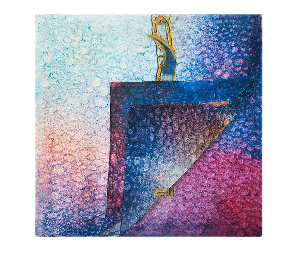Шарф женскийШелковый шарф для женщин, сделан чрезвычайно трудоемкой техникой прокатки края. Имеет знак качества материала KING SILK. Яркий, модный, шелковый шарф к тому же очень приятный на ощупь. Такой шарф никогда не будет лишним в гардеробе и придаст образу совершенно новый вид. Он идеально подойдет для стильной леди.<br><br>секс: женщина<br>Цвет: голубой<br>материал:: Шелк