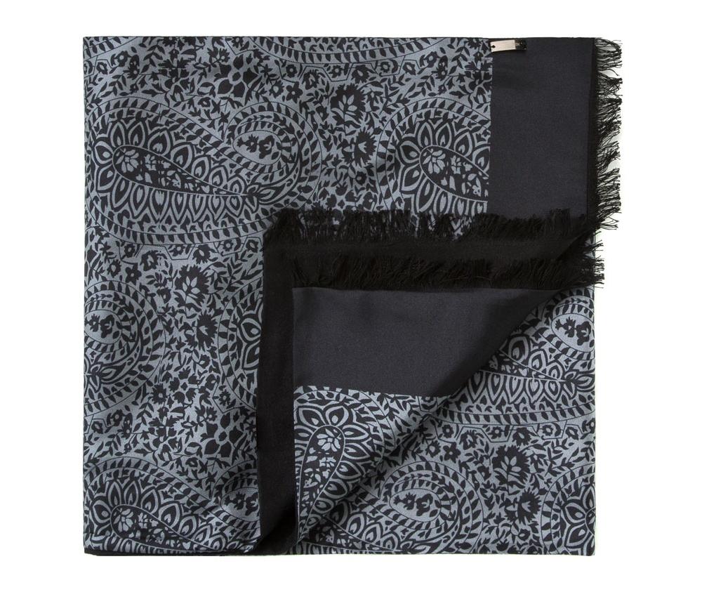 Шарф мужскойДвусторонний мужской шарф  из шелка с знаком наивысшего качества King Silk. Слегка глянцевый сторона с узором подойдет для менее обязывающего стиля, а однотонная сторона идеально сочетается с элегантным образом.<br><br>секс: мужчина<br>Цвет: черный<br>материал:: Шелк<br>высота (см):: 164<br>ширина (см):: 31