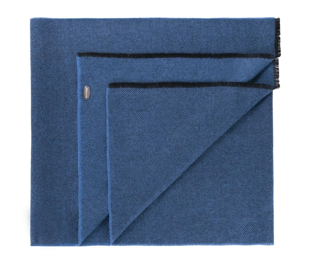 Шарф мужскойМужской шарф выполнен из высококачественных материалов.Благодаря классической отделке в виде бахромы, модель будет сочетаться с элегантными образами.<br><br>секс: мужчина<br>Цвет: синий<br>материал:: Акрил<br>ширина (см):: 46