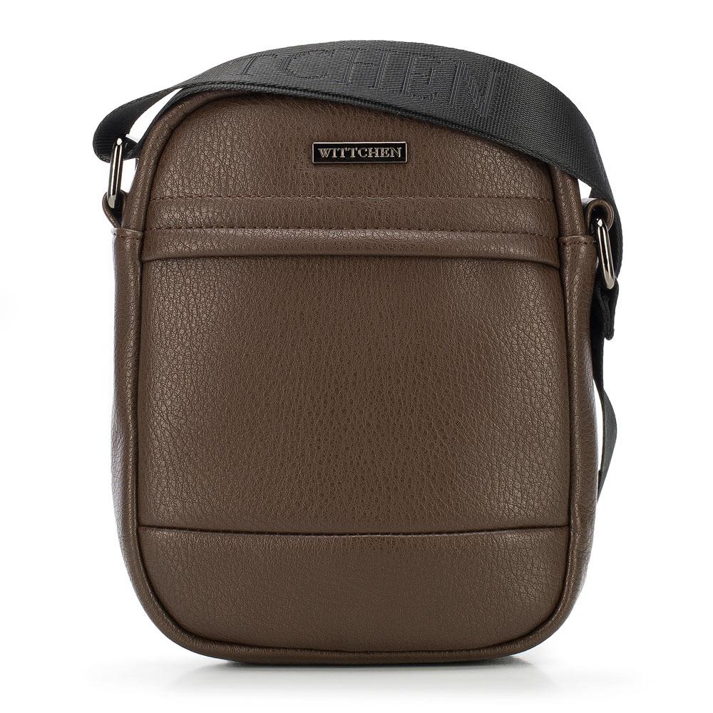 Hnedá taška na rameno.