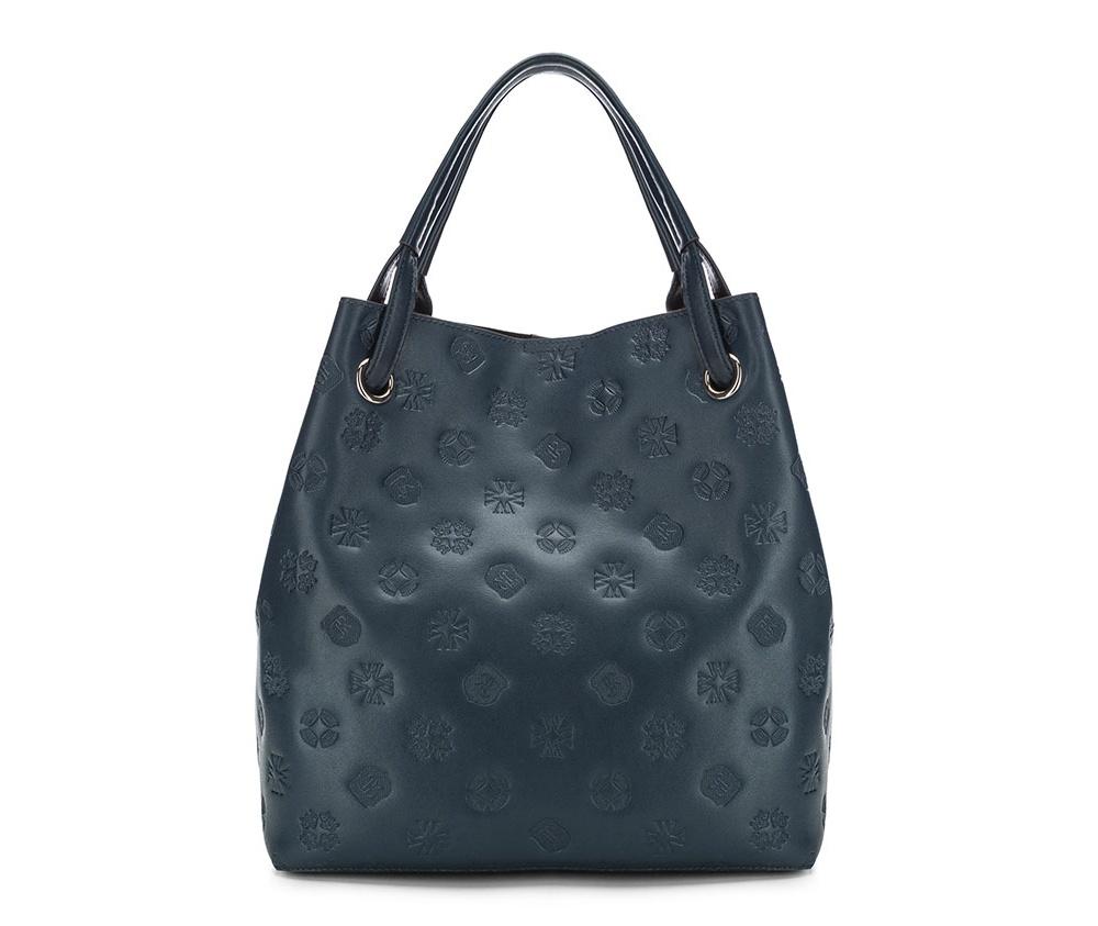 Сумка кожаная Wittchen 85-4E-436-7, синийСумка женская из коллекции Elegance. Классическая сумка  с  монограммой бренда WITTCHEN.Создана для современных женщин, которые ценят функциональность. Особенности модели: основное отделение закрывается на магнитную застежку;  внутри сумки съемная косметичка на молнии; в косметичке карман на молнии, открытый карман для мелких предметов и отделение для мобильного телефона; к сумке прилагается съемный, регулируемый ремень;  поместит формат А4.<br><br>секс: женщина<br>Цвет: синий<br>материал:: Натуральная кожа<br>тип:: через плечо<br>высота (см):: 33<br>ширина (см):: 31<br>глубина (см):: 16<br>вмещает формат А4: да<br>общая высота (см):: 49<br>вес (кг):: 0,9