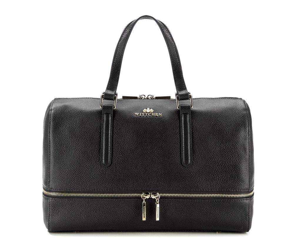 Женская сумкаЖенская сумка из коллекции Elegance.&#13;<br>Основной отдел застегивается на молнию. Внутри 2 кармана на молнии, открытый карман для мелких предметов и отделение для мобильного телефона. Дно сумки защищено металлическими ножками. Дополнительно прилагается съемный, регулируемый ремень.<br><br>секс: женщина<br>Цвет: черный<br>вмещает формат А4: поместит формат А4<br>материал:: Натуральная кожа<br>длина плечевого ремня (cм):: 109 - 122<br>высота (см):: 27<br>ширина (см):: 34<br>глубина (см):: 11<br>общая высота (см):: 40<br>длина ручки/ек (см):: 38