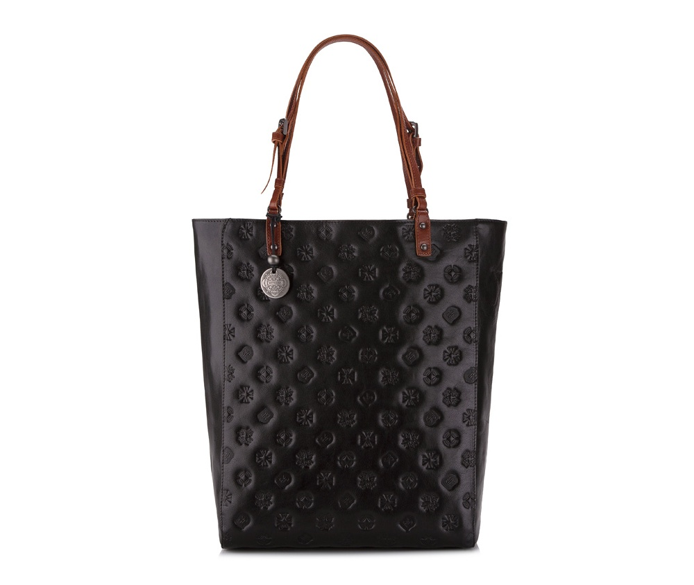Женская сумкаЖенская сумка из коллекции Signature. Основное отделение на молнии, внутри карман на молнии и два отделения для мелких предметов.<br><br>секс: женщина<br>Цвет: черный<br>материал:: натуральная кожа<br>высота (см):: 37<br>ширина (см):: 29<br>глубина (см):: 10