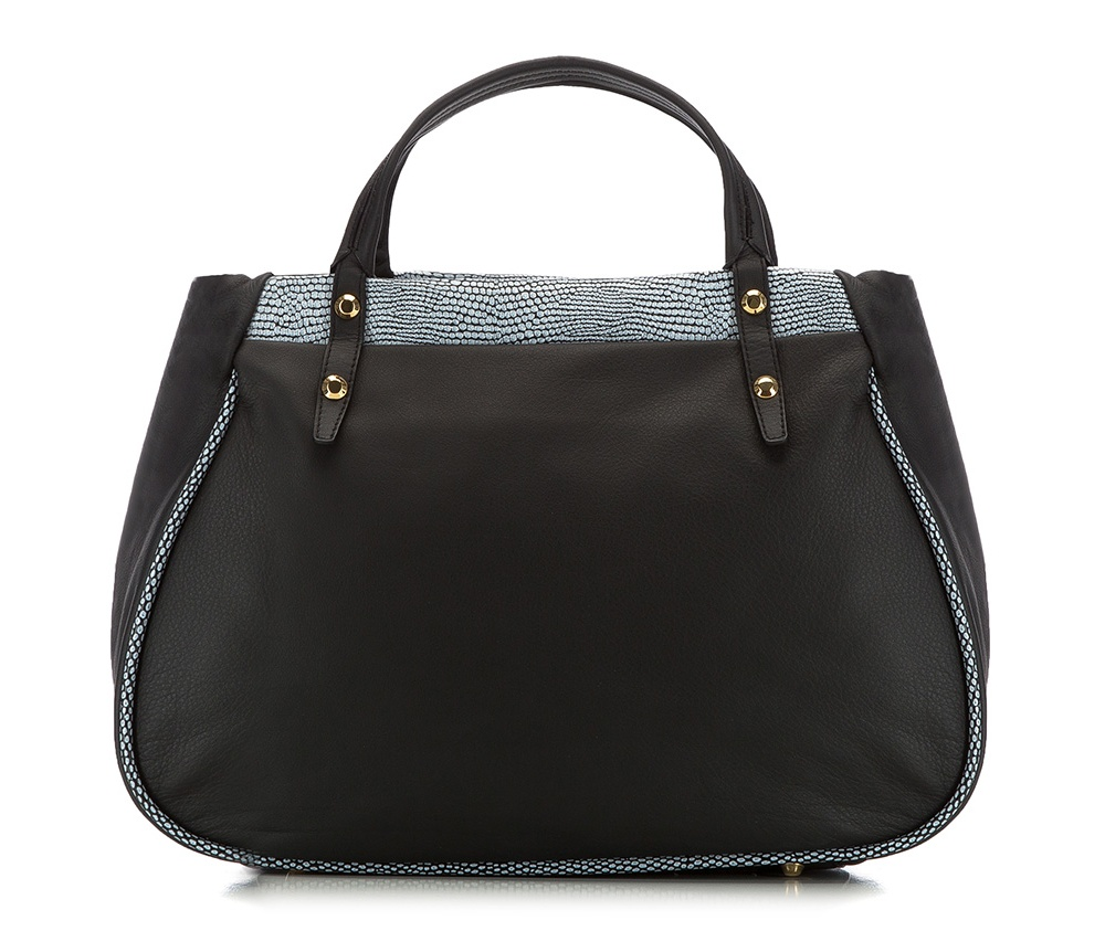 Женская сумкаЖенская сумка из коллекции Elegance 2016&#13;<br>Основное  отделение на молнии. Внутри сумки отделение на молнии, открытый карман для мелких предметов и отделение для мобильного телефона. Дно сумки защищено металлическими ножками. Дополнительно съемный плечевой ремень с регулируемой длиной.<br><br>секс: женщина<br>Цвет: черный<br>материал:: натуральная кожа<br>высота (см):: 28<br>ширина (см):: 38 - 41<br>глубина (см):: 15<br>общая высота (см):: 38