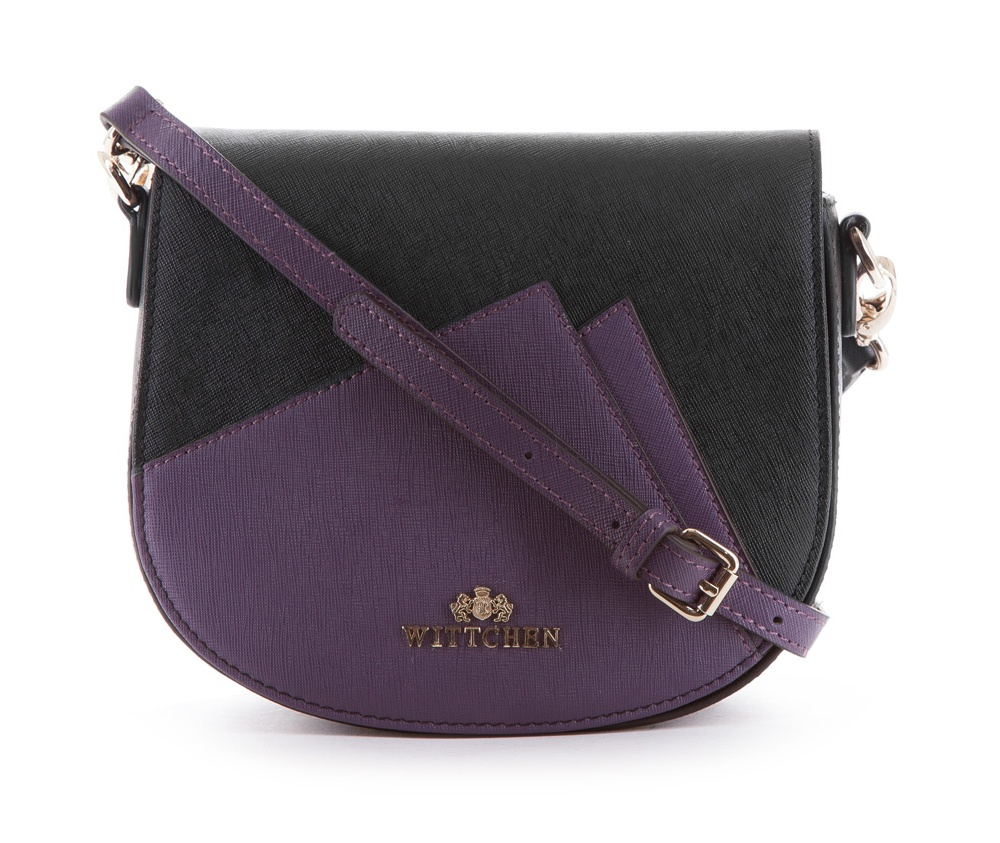 Женская сумкаЖенская сумка из коллекции Elegance&#13;<br>Открытое основное отделение, внутри карман на молнии и открытый карман для мелких предметов. На лицевой стороне снаружи открытый карман. Сумка закрывается клапаном на металлическую застежку.С тыльной стороны карман на молнии. Дополнительно прилагается съемный, регулируемый ремень.<br><br>секс: женщина<br>Цвет: черный<br>материал:: Натуральная кожа<br>длина плечевого ремня (cм):: 115 - 128<br>высота (см):: 17<br>ширина (см):: 20<br>глубина (см):: 8.5