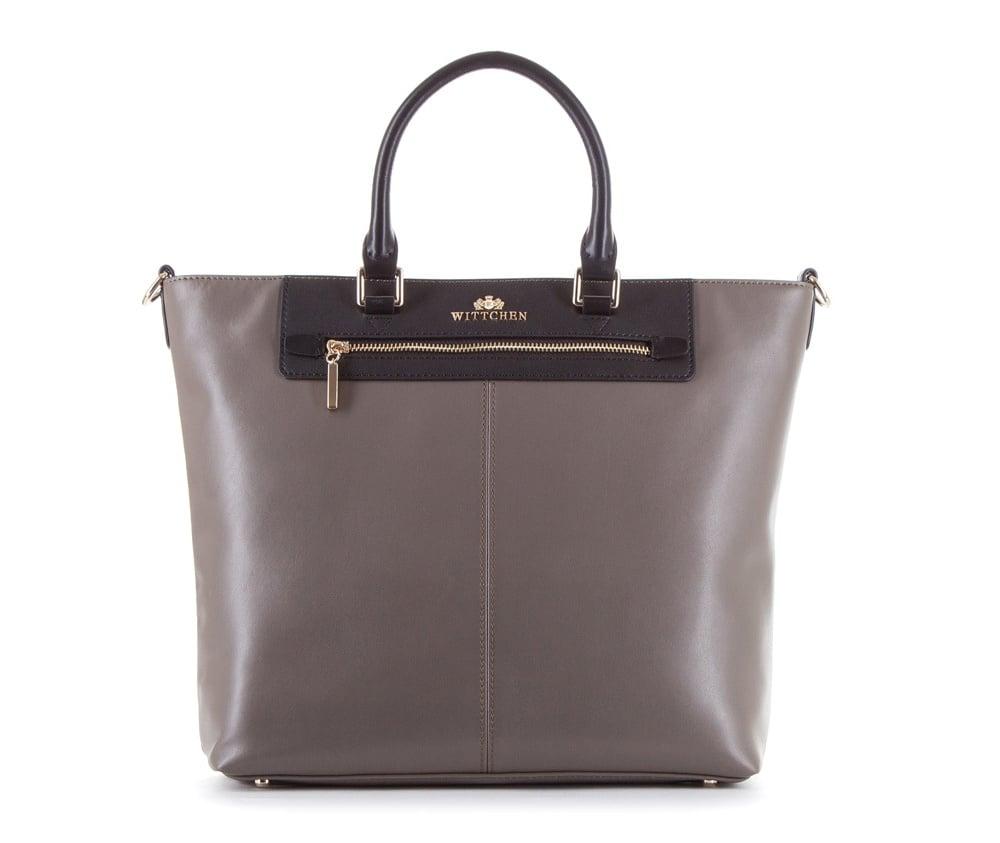 Женская сумкаЖенская сумка из коллекции Elegance&#13;<br>Основной отдел застегивается на молнию. Внутри два  кармана на молнии. Снаружи с лицевой стороны карман на молнии. Дно сумки защищено металлическими  ножками. Дополнительно прилагается съемный, регулируемый ремень.<br><br>секс: женщина<br>Цвет: черный<br>материал:: натуральная кожа<br>длина плечевого ремня (cм):: 107 - 120<br>высота (см):: 30<br>ширина (см):: 32 - 40<br>глубина (см):: 11<br>иное :: Вмещает формат А4<br>общая высота (см):: 44<br>длина ручки/ек (см):: 40