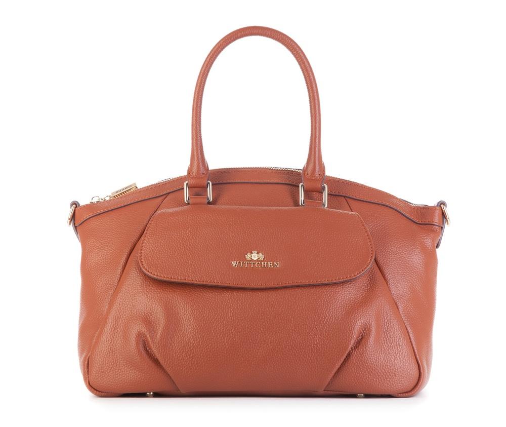Женская сумка Wittchen 83-4E-416-5, коричневыйЖенская сумка из коллекции Elegance<br><br>секс: женщина<br>Цвет: коричневый<br>вмещает формат А4: поместит формат А4<br>материал:: Натуральная кожа<br>длина плечевого ремня (cм):: 104 - 118<br>высота (см):: 22 - 25<br>ширина (см):: 33 - 37<br>глубина (см):: 5.5<br>общая высота (см):: 37<br>длина ручки/ек (см):: 44