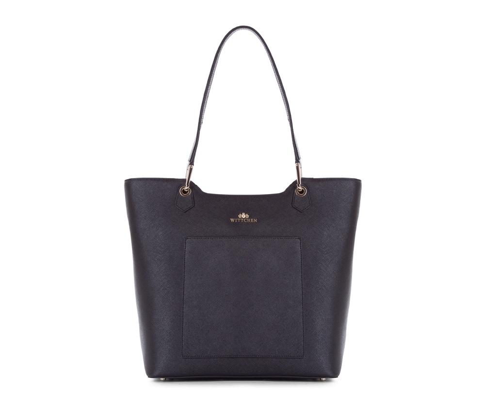 Женская сумкаЖенская сумка из коллекции Elegance&#13;<br>Основной отдел застегивается на молнию. Внутри два кармана на молнии, открытый карман для мелких предметов и отделение для мобильного телефона. Снаружи на лицевой стороне открытый карман. Дно сумки защищено металлическими  ножками.<br><br>секс: женщина<br>Цвет: черный<br>вмещает формат А4: поместит формат А4<br>материал:: Натуральная кожа<br>высота (см):: 32 - 34<br>ширина (см):: 31 - 41<br>глубина (см):: 15<br>общая высота (см):: 60<br>длина ручки/ек (см):: 58