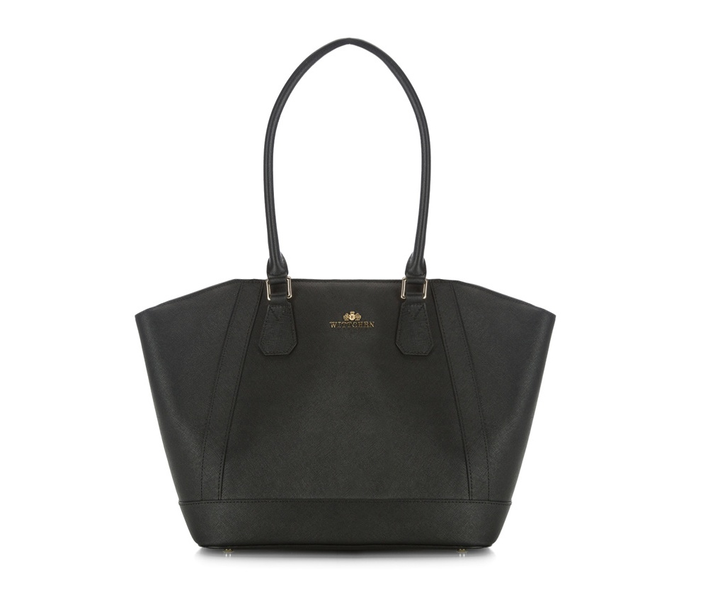 Женская сумкаЖенская сумка из коллекции Elegance&#13;<br>Основной отдел застегивается на молнию. Внутри двакармана на молнии, открытый карман для мелких предметов и отделение для мобильного телефона. Дно сумки защищено металлическими ножками.<br><br>секс: женщина<br>Цвет: черный<br>материал:: Натуральная кожа<br>высота (см):: 24 - 28<br>ширина (см):: 31 - 44<br>глубина (см):: 14<br>иное :: поместит формат А4<br>общая высота (см):: 52<br>длина ручки/ек (см):: 68