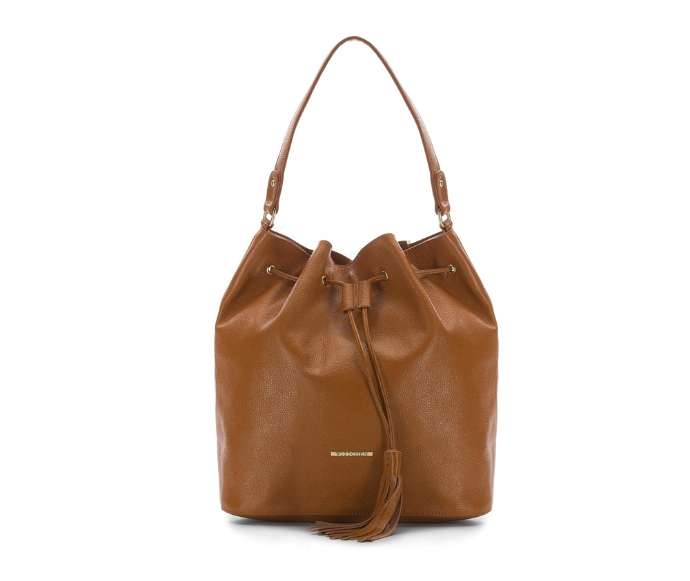 Женская сумкаЖенская сумка из коллекции Elegance&#13;<br>Основной отдел застегивается на магнитную застежку, дополнительно затягивается шнуром. Внутри карман на молнии, открытый карман для мелких предметов и отделение для мобильного телефона.<br><br>секс: женщина<br>Цвет: коричневый<br>вмещает формат А4: поместит формат А4<br>материал:: Натуральная кожа<br>высота (см):: 36<br>ширина (см):: 35<br>глубина (см):: 15.5<br>общая высота (см):: 54<br>длина ручки/ек (см):: 55