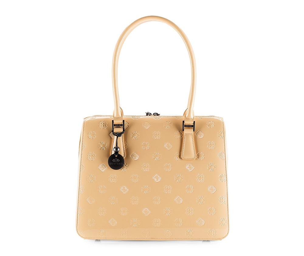 Женская сумкаЖенская сумка из коллекции Signature&#13;<br>Основное отделение закрывается на застежку-молнию, разделено карманом на молнии. Внутри 2 открытых отделения, в том числе одно на девайс с размерами 14 см x 26 см и отделение для мобильного телефона. Дно сумки защищено металлическими ножками.<br><br>секс: женщина<br>Цвет: бежевый<br>материал:: лакированная кожа<br>высота (см):: 27<br>ширина (см):: 33<br>глубина (см):: 13<br>общая высота (см):: 49