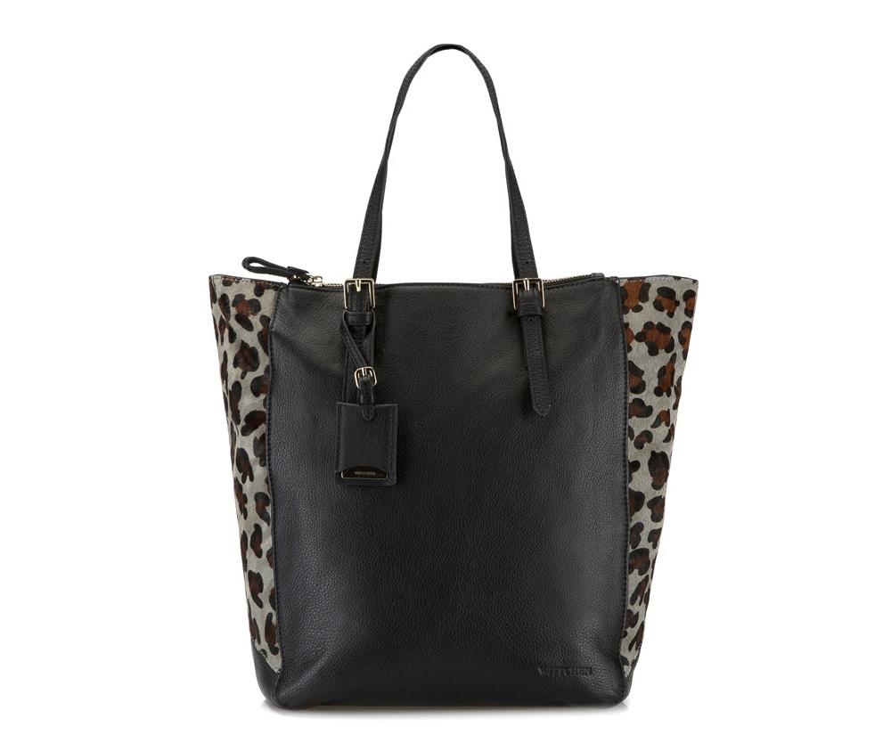 Женская сумка Wittchen 79-4-385-1, черныйЖенская сумка из коллекции Elegance. Основное отделение на молнии, внутри отделение на молнии и два открытых кармана для мелких предметов. Снаружи два отделения на молнии. Дополнительно возможность регулирования длины ручек.<br><br>секс: женщина<br>Цвет: черный<br>материал:: натуральная кожа<br>высота (см):: 35<br>ширина (см):: 40 - 44<br>глубина (см):: 10<br>общая высота (см):: 51 - 57