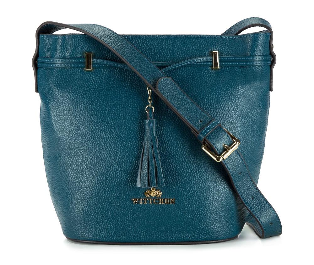 Женская сумкаЖенская сумка из коллекции Elegance 2016&#13;<br>Основное  отделение    застегивается на магнитную кнопку. Внутри отделение на молнии и открытый   карман  для    мелких предметов. На тыльной стороне отделение на молнии. Плечевой ремень с  возможностью регулирования его длины.<br><br>секс: женщина<br>Цвет: голубой<br>материал:: натуральная кожа<br>высота (см):: 23<br>ширина (см):: 20 - 29<br>глубина (см):: 13.5<br>вмещает формат А4: не поместит формат А4<br>длина плечевого ремня (cм):: 120 - 134