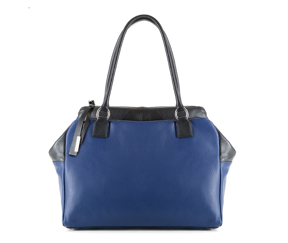 Женская сумкаЖенская сумка из коллекции Elegance&#13;<br>Основной отдел застегивается на молнию. Внутри карман на молнии, открытый карман для мелких предметов и отделение для мобильного телефона. Снаружи карман на молнии. Дно сумки защищено металлическими ножками.<br><br>секс: женщина<br>Цвет: синий<br>вмещает формат А4: поместит формат А4<br>материал:: натуральная кожа<br>высота (см):: 26<br>ширина (см):: 38<br>глубина (см):: 14<br>общая высота (см):: 51<br>длина ручки/ек (см):: 62