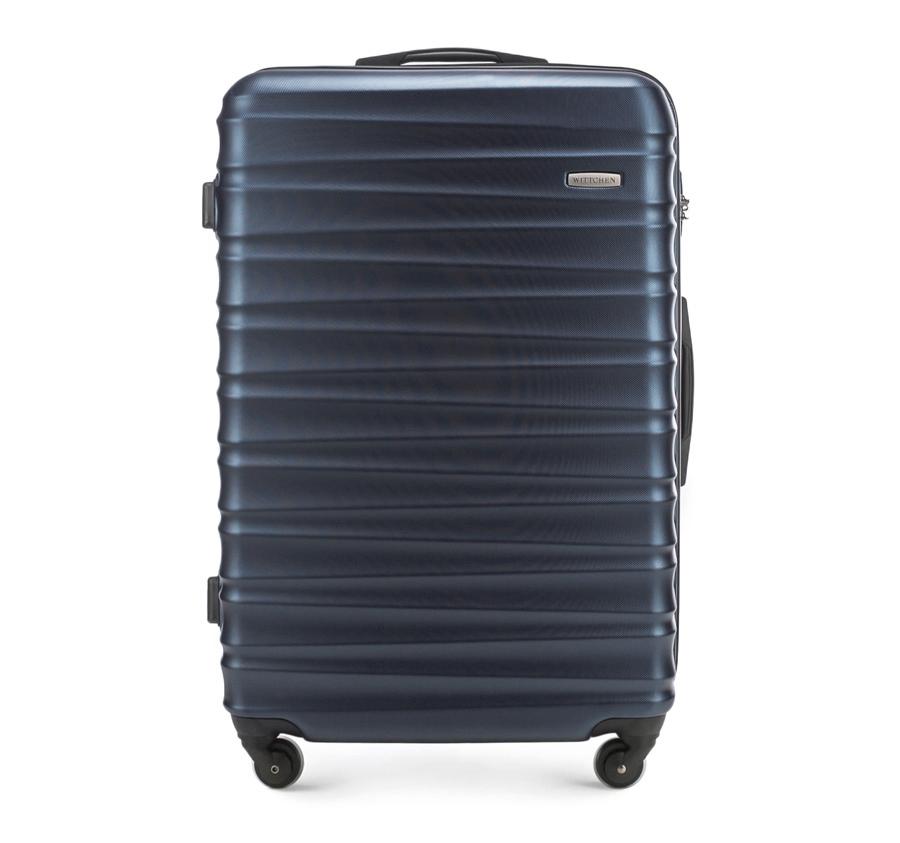 Чемодан на колёсикахБольшой чемодан из коллекции GROOVE Line, выполнен из прочного пластика ABS. Модель оснащена четырьмя колесиками, выдвижной ручкой , двумя эластичными прорезиненными ручками и кодовым замком.    Внутри :   отделение с эластичными ремнями, предохраняющими одежду от перемещения;  отделение на молнии.   *Указанные размеры включают в себя также выступающие элементы, такие как ручки или колеса.<br><br>секс: унисекс<br>Цвет: синий<br>материал:: ABS пластик<br>подкладка:: полиэстр<br>высота (см):: 77<br>ширина (см):: 52<br>глубина (см):: 29<br>размер:: большой<br>объем (л):: 96<br>вес (кг):: 4.1