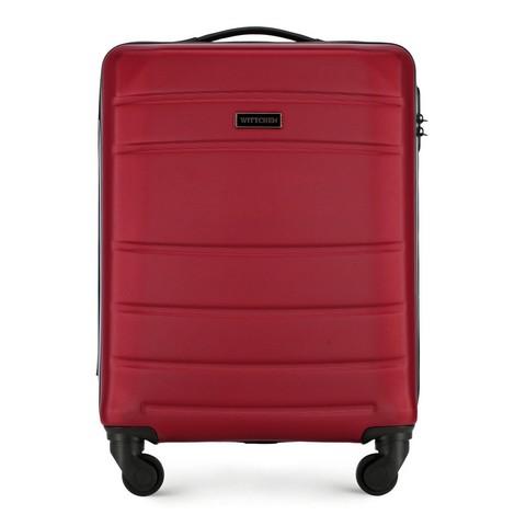 Карминово-красный чемодан