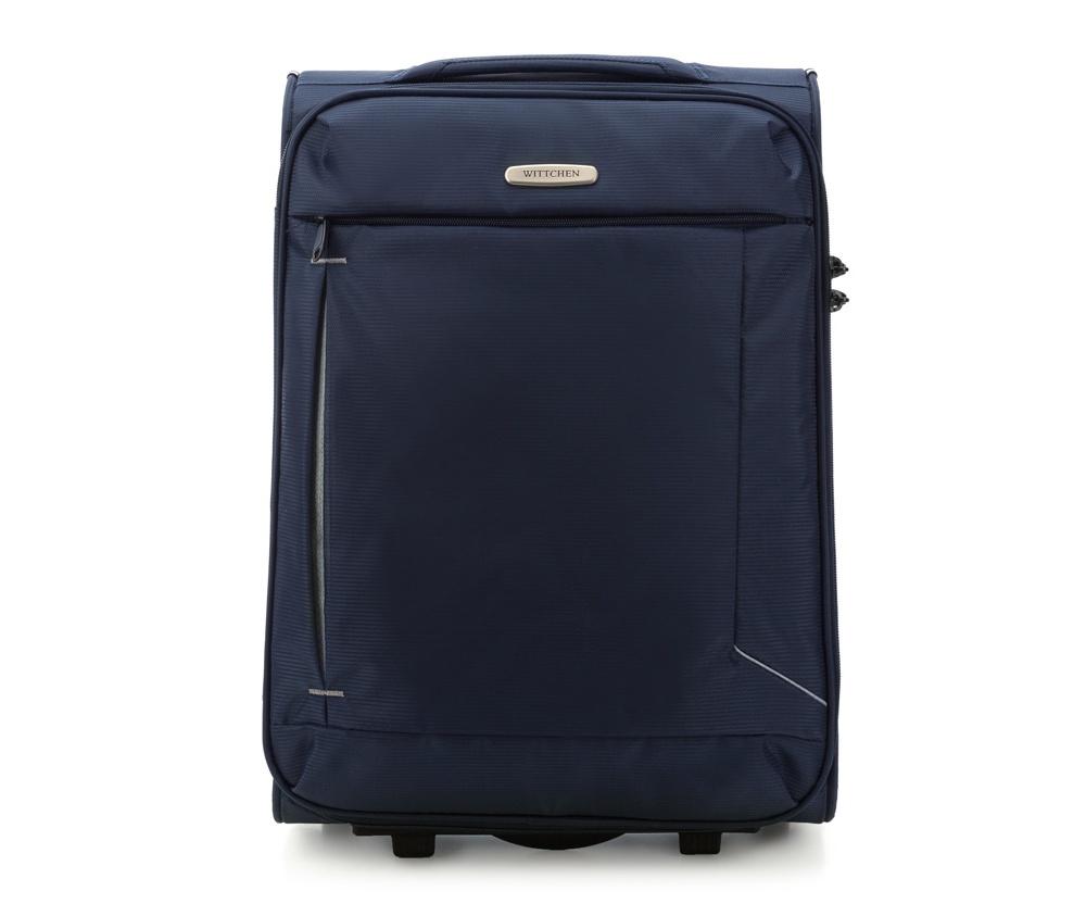 Чемодан на колесиках 20\\Маленикий чемодан из коллекции Voyage выполнена из полиэстр. Оснащен двумя колесами и подножкой для поддержания стабильности чемодана. Дополнительно телескопическая  ручка, эластичная резиновая ручка для для удобства передвижения чемодана  и замок TSA , который гарантирует безопасное открытие чемоданов и его повторное закрытие без повреждения замка сотрудниками таможни. Чемодан соответствует требованиям ручной клади.   Внутри :    основное отделение на молнии с  регулируемыми ремнями, предохраняющими одежду от перемещения;   карман -сетка на молнии.    Снаружи:    с лицевой стороны карман на молнии .<br><br>секс: унисекс<br>Цвет: синий<br>материал:: Полиэстер<br>подкладка:: полиэстр<br>высота (см):: 53<br>ширина (см):: 38<br>глубина (см):: 20<br>размер:: ручная кладь<br>объем (л):: 32<br>вес (кг):: 2.1