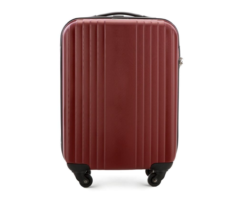 Чемодан на колесиках 18\\Маленький чемодан из коллекции Hardy Line, сделан из ударопрочного поликарбоната. Чемодан имеет 4 двойных колесика, двухступенчатую выдвижную алюминиевую ручку и две резиновые ручки: сверху и сбоку. Современный и оригинальный дизайн чемодана подчеркивает красная нить вплетенная в молнию. Чемодан имеет двойную молнию, функцию  \AntiTheft\, благодаря которой чемодан устойчив к нежелательному открытию острым предметом, кодовый замок с функцией TSA. Внутри: два отделения для одежды, один отдел фиксируется ремнями на застежку и второй закрывается на молнию; 2 сетчатых кармана на молнии.<br><br>секс: унисекс<br>Цвет: красный