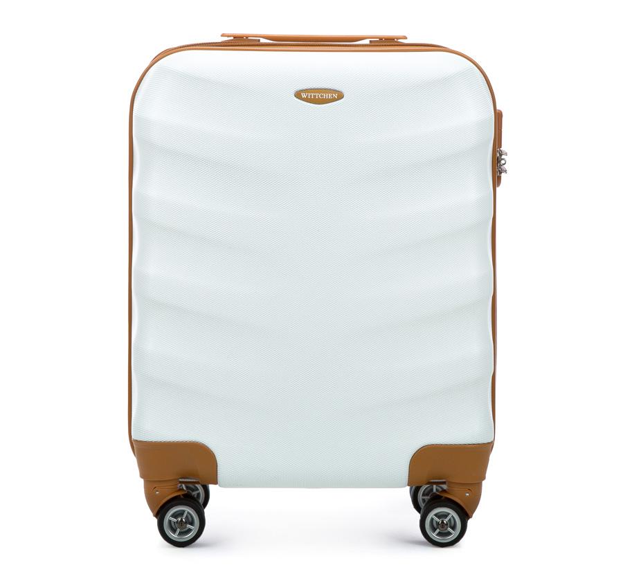 Чемодан на колесикахМаленький чемодан из коллекции J-Line, сделан из    высокопрочного АБС - пластика. Чемодан имеет 4 двойных колесика,    выдвижную ручку с фиксатором, дополнтельную ручку для удобной переноски    багажа, кодовый замок. Характерная особенность - логотип Wittchen на    верхней ручке багажа.&#13;<br>&#13;<br>Внутри:&#13;<br>&#13;<br>    основное отделение с эластичными ремешками и застежкой-молнией;&#13;<br>    отсек на молнии.<br><br>секс: унисекс<br>Цвет: белый<br>материал:: ABS пластик<br>высота (см):: 53<br>ширина (см):: 40<br>глубина (см):: 20<br>размер:: ручная кладь<br>вес (кг):: 2.7<br>объем (л):: 31