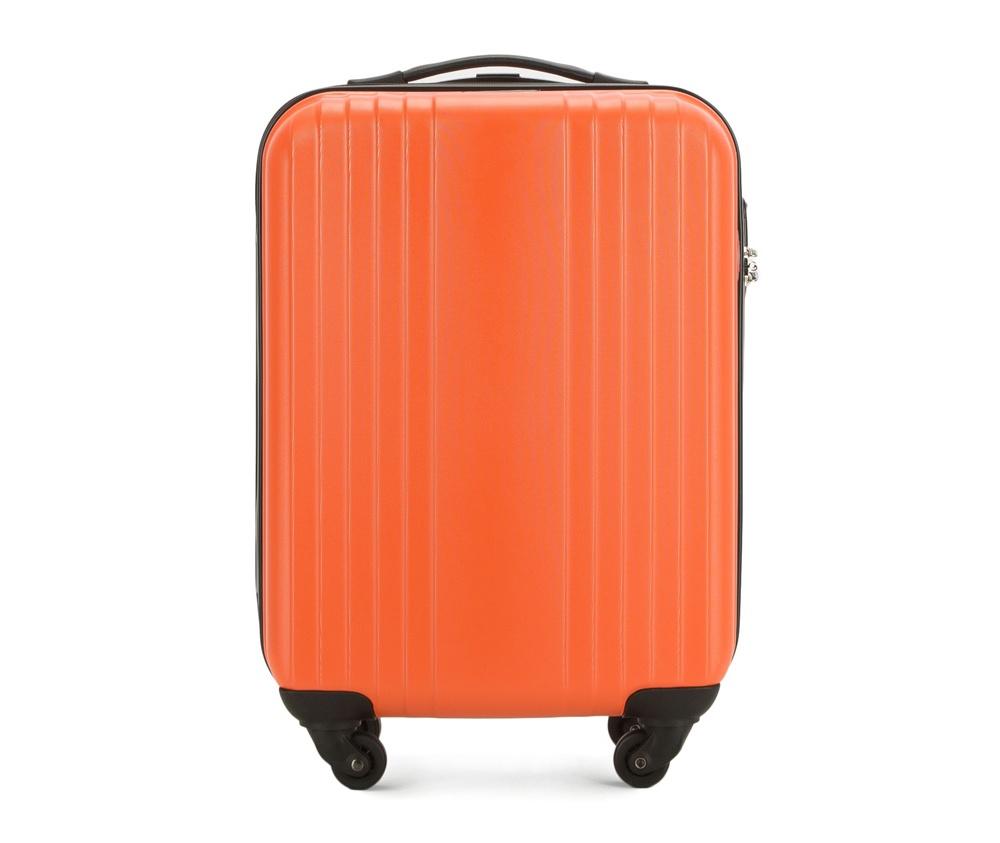 Чемодан на колесиках 18\\Маленький чемодан из коллекции Hardy Line, сделан из ударопрочного поликарбоната. Чемодан имеет 4 двойных колесика, двухступенчатую выдвижную алюминиевую ручку и две резиновые ручки: сверху и сбоку. Современный и оригинальный дизайн чемодана подчеркивает красная нить вплетенная в молнию. Чемодан имеет двойную молнию, функцию  \AntiTheft\, благодаря которой чемодан устойчив к нежелательному открытию острым предметом, кодовый замок с функцией TSA. Внутри: два отделения для одежды, один отдел фиксируется ремнями на застежку и второй закрывается на молнию; 2 сетчатых кармана на молнии.<br><br>секс: унисекс<br>Цвет: оранжевый