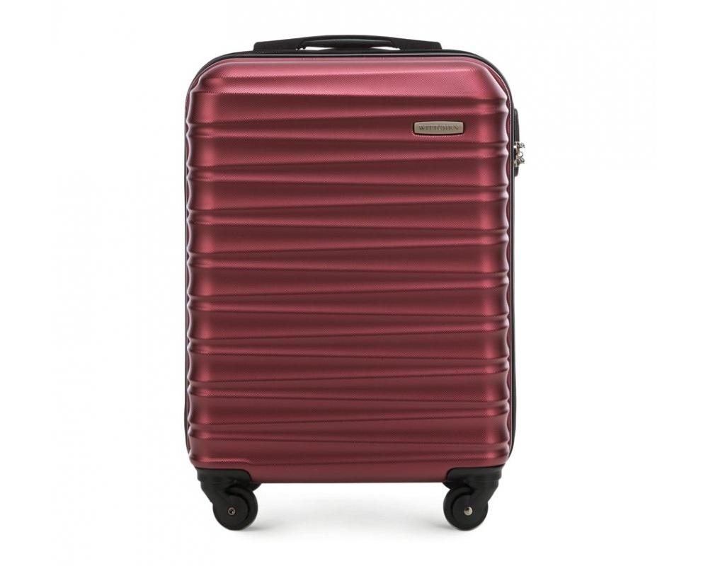 Чемодан на колёсикахМаленький чемодан из коллекции GROOVE Line, выполнен из прочного пластика ABS. Модель оснащена четырьмя колесиками, выдвижной ручкой , двумя эластичными прорезиненными ручками и кодовым замком.    Внутри :   отделение с эластичными ремнями, предохраняющими одежду от перемещения;  отделение на молнии.   *Указанные размеры включают в себя также выступающие элементы, такие как ручки или колеса.<br><br>секс: унисекс<br>Цвет: красный<br>материал:: ABS пластик<br>подкладка:: полиэстр<br>высота (см):: 54<br>ширина (см):: 38<br>глубина (см):: 20<br>размер:: маленький<br>объем (л):: 34<br>вес (кг):: 2.6