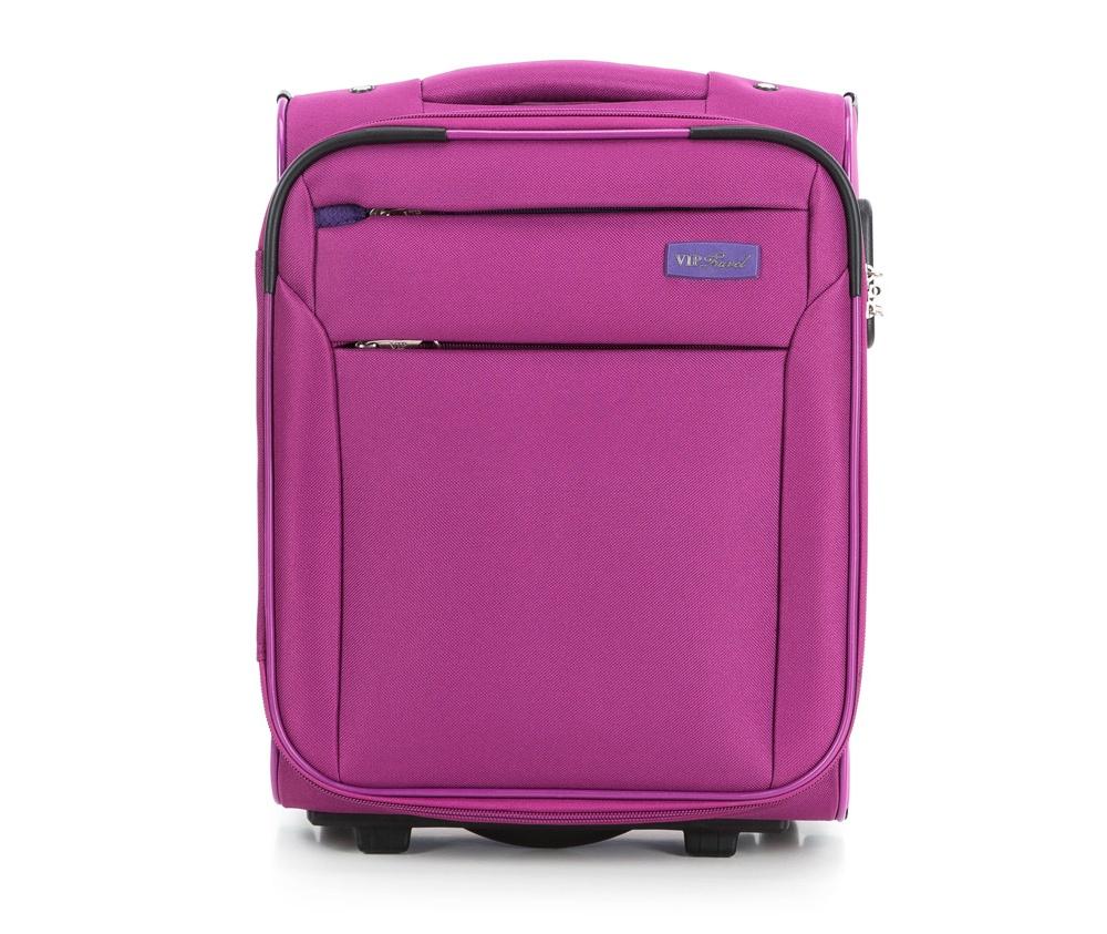 Чемодан на колесиках 15\\Маленький чемодан из коллекции RIM Line выполнен из полиэстера. Оснащен двумя колесиками, подножкой, которая поддерживает стабильность чемодана, телескопической ручкой для комфортного перемещения  и кодовым замком. Чемодан соответствует требованиям ручной клади. Внутри: основное отделение на молнии с регулируемыми ремнями для безопасности вещей; карман на молнии. Дополнительно: с лицевой стороны карман на молнии.<br><br>секс: унисекс<br>Цвет: фиолетовый<br>материал:: Полиэстер<br>подкладка:: полиэстер<br>высота (см):: 41<br>ширина (см):: 32<br>глубина (см):: 19<br>размер:: ручная кладь<br>объем (л):: 20<br>вес (кг):: 2