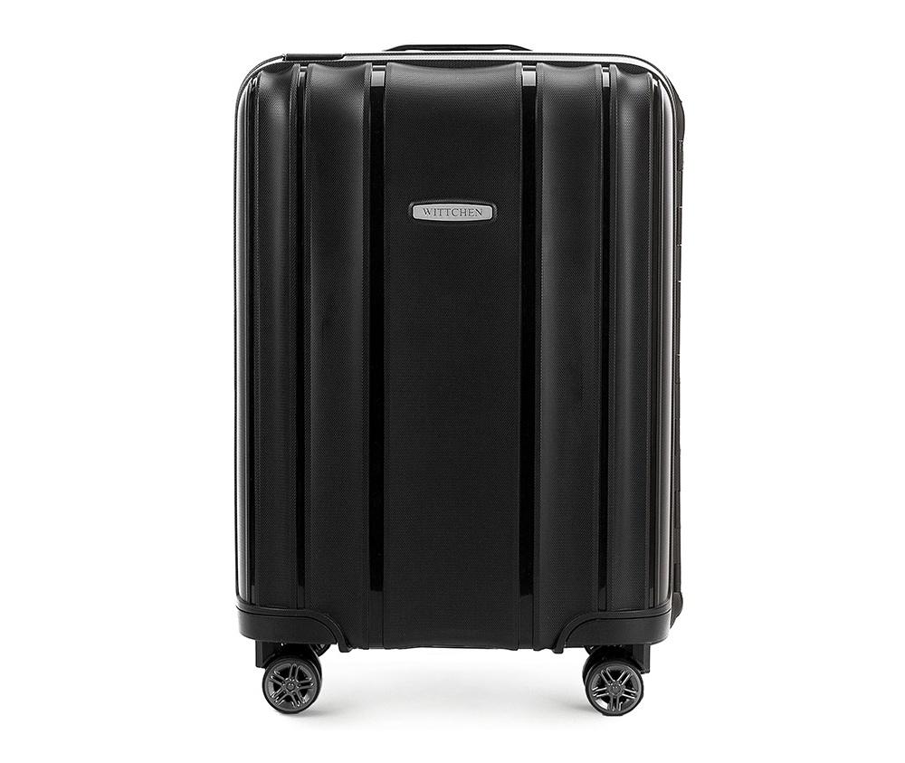 Чемодан на колёсиках 20\\Маленький чемодан из коллекции Premium PP. Модель изготовлена из эластичного и ударопрочного полипропилена. Имеет четыре двойных колеса, двухступенчатую, выдвижную ручку и дополнительную ручку, облегчающие перемещение багажа. Закрывается на три пряжки главная из которых, на боковой панели чемодана, оснащена замком TSA (удобен в случае досмотра багажа таможенной службой). Внутри: основное отделение с эластичными ремнями, предохраняющими одежду от перемещения; дополнительно основное отделение оснащено перегородкой с тремя карманами, один из которых из сетки на молнии с ремнями, предохраняющими багаж от перемещения. Чемодан соответствует требованиям ручной клади.<br><br>секс: унисекс<br>Цвет: черный<br>материал:: Полипропилен<br>высота (см):: 56<br>ширина (см):: 39<br>глубина (см):: 20<br>размер:: маленький<br>объем (л):: 36<br>вес (кг):: 3,2