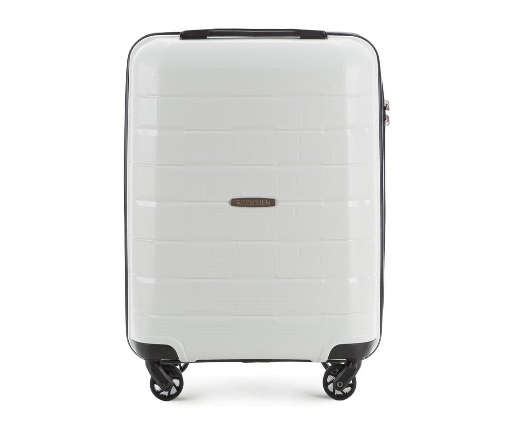 Чемодан на колёсиках  19\\Маленький чемодан из коллекции Speedster из полипропилена. Имеет четыре колесика, облегчающие управление, телескопическую алюминиевую и  2 дополнительные прорезиненные  ручки. Привлекательный дизайн и функциональность чемодана понравится каждому любителю путешествий. Дополнительно замоком TSA, который очень удобен и гарантирует безопасное открытие чемоданов и его повторное закрытие без повреждений замка сотрудниками таможни. Чемодан соответствует требованиям ручной клади. Особенности модели:  основное отделение с эластичными ремнями, предохраняющими одежду от перемещения;  отделение на молнии;  карман из сетки на молнии.<br><br>секс: унисекс<br>Цвет: белый<br>материал:: Полипропилен<br>подкладка:: полиэстер<br>высота (см):: 55<br>ширина (см):: 38<br>глубина (см):: 20<br>размер:: маленький<br>вес (кг):: 2,6<br>объем (л):: 29