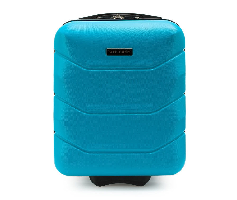 Чемодан на колёсиках 19\Маленький чемодан из коллекции J-Line, сделан из высокопрочного АБС - пластика. Чемодан имеет 4 двойных колесика, выдвижную ручку с фиксатором, дополнтельную ручку для удобной переноски багажа, кодовый замок. Характерная особенность - логотип Wittchen на верхней ручке багажа.<br> <br>Внутри:<br>основное отделение с эластичными ремешками и застежкой-молнией;<br>отсек на молнии<br><br>секс: унисекс<br>Цвет: голубой<br>материал:: Поликарбонат<br>высота (см):: 42<br>ширина (см):: 32<br>глубина (см):: 25<br>размер:: маленький<br>объем (л):: 25<br>вес (кг):: 2