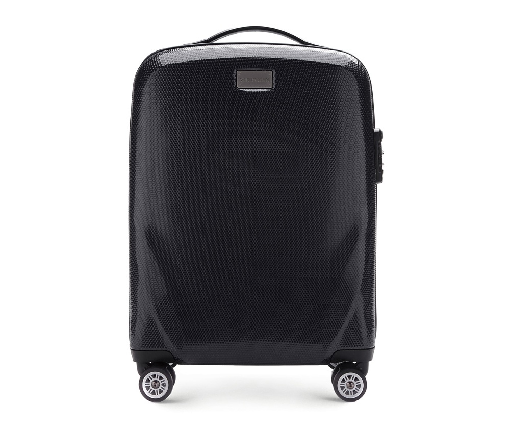 Чемодан на колесиках 20 дюймовМаленький чемодан из коллекции PC Ultra Light, сделан из очень прочного материала - поликарбонат.  Дополнительно покрыт специальным покрытием, повышающим устойчивость к царапинам. Имеет 4 колесика сделанные из пластика ABS с термопластичным покрытием, трехступенчатая выдвижная ручка, прорезиненная ручка для ношения в руке. Дополнительно кодовый замок TSA. , который гарантирует безопасное открытие чемоданов и его повторное закрытие без повреждения замка сотрудниками таможни.  Особенности модели:  отделение с эластичными ремнями, предохраняющими одежду от перемещения;;  отделение на молнии;  2 кармана из сетки на молнии.<br><br>секс: унисекс<br>Цвет: черный<br>материал:: Поликарбонат<br>подкладка:: полиэстер<br>высота (см):: 56<br>ширина (см):: 37<br>глубина (см):: 20<br>размер:: маленький<br>объем (л):: 32<br>вес (кг):: 2,3