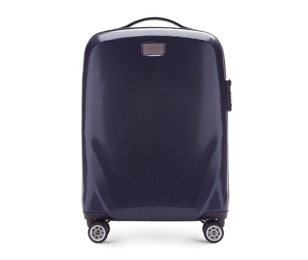 Чемодан на колесиках 20 дюймовМаленький чемодан из коллекции PC Ultra Light, сделан из очень прочного материала - поликарбонат.  Дополнительно покрыт специальным покрытием, повышающим устойчивость к царапинам. Имеет 4 колесика сделанные из пластика ABS с термопластичным покрытием, трехступенчатая выдвижная ручка, прорезиненная ручка для ношения в руке. Дополнительно кодовый замок TSA. , который гарантирует безопасное открытие чемоданов и его повторное закрытие без повреждения замка сотрудниками таможни.  Особенности модели:  отделение с эластичными ремнями, предохраняющими одежду от перемещения;;  отделение на молнии;  2 кармана из сетки на молнии.<br><br>секс: унисекс<br>Цвет: синий<br>материал:: Поликарбонат<br>подкладка:: полиэстер<br>высота (см):: 56<br>ширина (см):: 37<br>глубина (см):: 20<br>размер:: маленький<br>объем (л):: 32<br>вес (кг):: 2,3